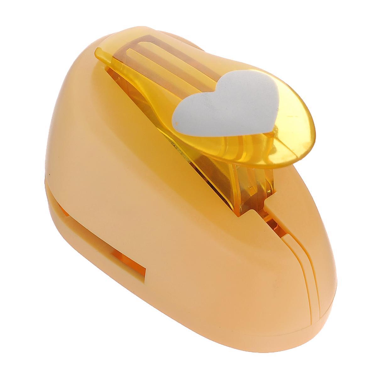 Дырокол фигурный Астра Сердце. CD-99MFS-36054Дырокол Астра Сердце поможет вам легко, просто и аккуратно вырезать много одинаковых мелких фигурок.Режущие части компостера закрыты пластмассовым корпусом, что обеспечивает безопасность для детей. Вырезанные фигурки накапливаются в специальном резервуаре. Можно использовать вырезанные мотивы как конфетти или для наклеивания. Дырокол подходит для разных техник: декупажа, скрапбукинга, декорирования.Размер дырокола: 8 см х 5 см х 5 см. Размер готовой фигурки: 2,5 см х 2 см.