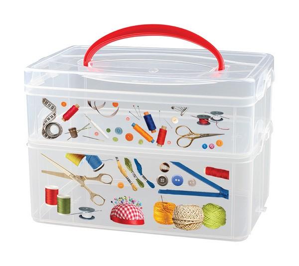Коробка универсальная Econova Multi Box, с ручкой, 2 секции, 24,5 х 16 х 16,5 смU210DFКонтейнер для мелочей Econova Multi Box выполнен из высококачественного прозрачного пластика. Это отличное место для хранения материалов для рукоделия, различных аксессуаров. Изделие декорировано ярким рисунком. Контейнер легко открывается, оснащен двумя съемными отделениями и специальной пластиковой ручкой для переноски. Не требует особого ухода.Благодаря малым габаритам, контейнер занимает очень мало места. Контейнер Econova Multi Box - идеальное решение для аккуратного хранения вещей.Размер маленького отделения: 23,5 см х 15,5 см х 7,5 см.Размер большого отделения: 23,5 см х 15,5 см х 8,5 см.