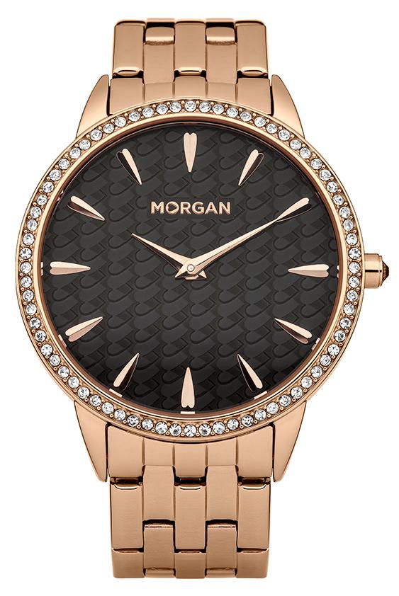Набор MORGAN: наручные часы, зеркало, цвет: золотой, черный. M1190BGEQW-M710DB-1A1Набор MORGAN включающий в себя наручные часы и зеркало.Элегантные наручные часы MORGAN выполнены из нержавеющей стали с IP-покрытием цвета желтого золота, минерального стекла. Циферблат изделия оформлен символикой бренда, орнаментом на основном фоне и дополнен чешскими кристаллами.Часы оснащены механизмом Miyota с двумя стрелками, полированным корпусом, устойчивым к царапинам минеральным стеклом, степенью водозащиты 3atm. Изделие дополнено стальным браслетом, который закрывается на застежку-клипсу.Компактное зеркало раскрывается при помощи механизма на защелке, изделие оформлено сердечком из страз.Набор MORGAN поставляется в фирменной упаковке. Стильные часы подчеркнут изящество женской руки и отменное чувство стиля их обладательницы.