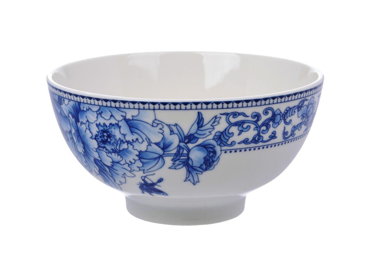Салатница Nanshan Porcelain Наньшань, цвет: белый, синий, диаметр 12,5 см115510Салатница Nanshan Porcelain Наньшань изготовлена из высококачественной керамики с подглазурной деколью, которая защищает рисунок от истирания и продлевает срок эксплуатации посуды. Изделие безопасно для здоровья и окружающей среды, не содержит свинец и кадмий. Внешние стенки оформлены изящным рисунком. Такая салатница прекрасно подходит для холодных и горячих блюд: каш, хлопьев, супов, салатов. Она дополнит коллекцию вашей кухонной посуды и будет служить долгие годы. Можно использовать в посудомоечной машине и СВЧ. Диаметр салатницы (по верхнему краю): 12,5 см. Высота: 6,5 см.