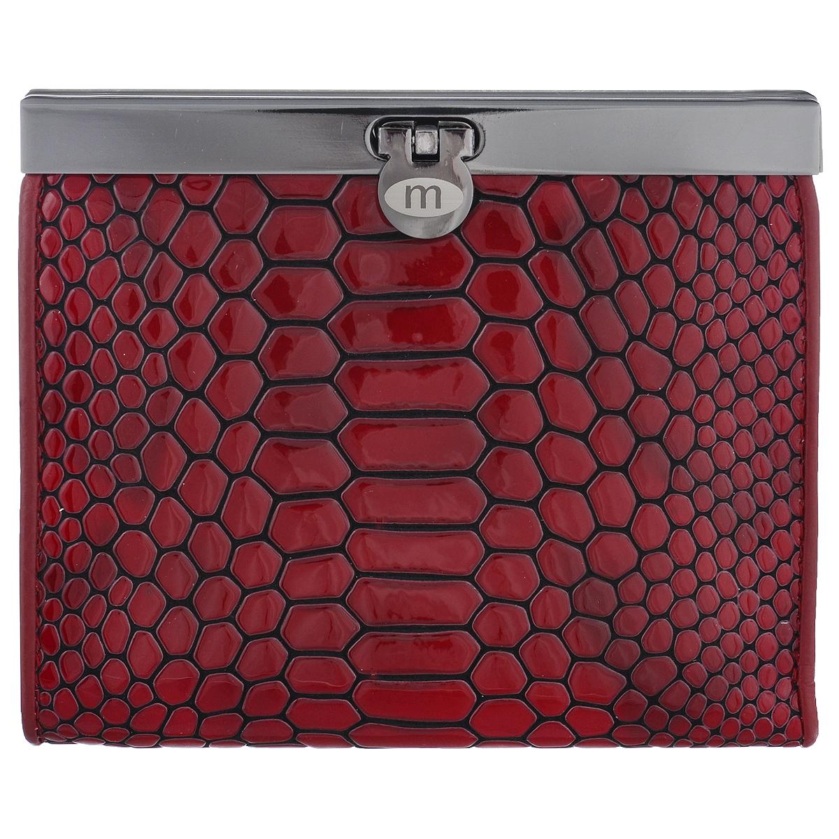 Кошелек женский Malgrado, цвет: красный. 44009-40302W16-11132_329Стильный кошелек Malgrado изготовлен из натуральной высококачественной кожи с декоративным тиснением под рептилию.Изделие закрывается на замок-защелку. Внутри расположены два отделения для купюр, карман для различных документов и бумаг на застежке-молнии, потайной карман, три прорезных кармашка для визиток и пластиковых карт, карман для мелочи на застежке-кнопке и два кармана с прозрачным окошком из мягкого пластика.Кошелек упакован в фирменную коробку.Такой кошелек станет замечательным подарком человеку, ценящему качественные и практичные вещи.