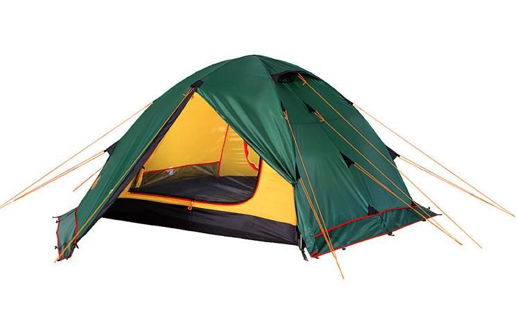Палатка Alexika Rondo 4 Plus, цвет: зеленый, желтый, 420 х 215 х 125 см67742Универсальная туристическая палатка Alexika Rondo 4 Plus оснащена юбкой по периметру тента. Это позволяет использовать палатку в условиях сильного ветра и длительной непогоды. Для активного отдыха небольшой семьей палатка туристическая Alexika Rondo 4 Plus – это как раз тот вариант, который сможет удовлетворить все потребности. На фоне других конкурентов эта палатка выделяется сразу несколькими плюсами. Благодаря своей полусферической форме она довольно ветроустойчива. За счет умело сконструированной вентиляции вы можете и в жаркую, и в прохладную погоду поддерживать внутри палатки оптимальную температуру. Циркуляцию воздуха можно создавать с помощью закрытых антимоскитными сетками входов в палатку, а также регулируемых вентиляционных проемов в верхней части купола. Несколько приятных дополнений в виде крючка для фонарика, небольшой полочки и карманчиков для мелких вещей довершают образ идеального походного жилья. Два просторных тамбура позволяют расположить в них все туристическое снаряжение.Дно палатки Alexika Rondo 4 Plus и юбка по периметру выполнены из плотного полиэстера, что надежно защищает внутреннее пространство от дождевой воды и сырости. Все швы обработаны термоусадочной лентой, а сама ткань тента пропитана противогорючими составами.