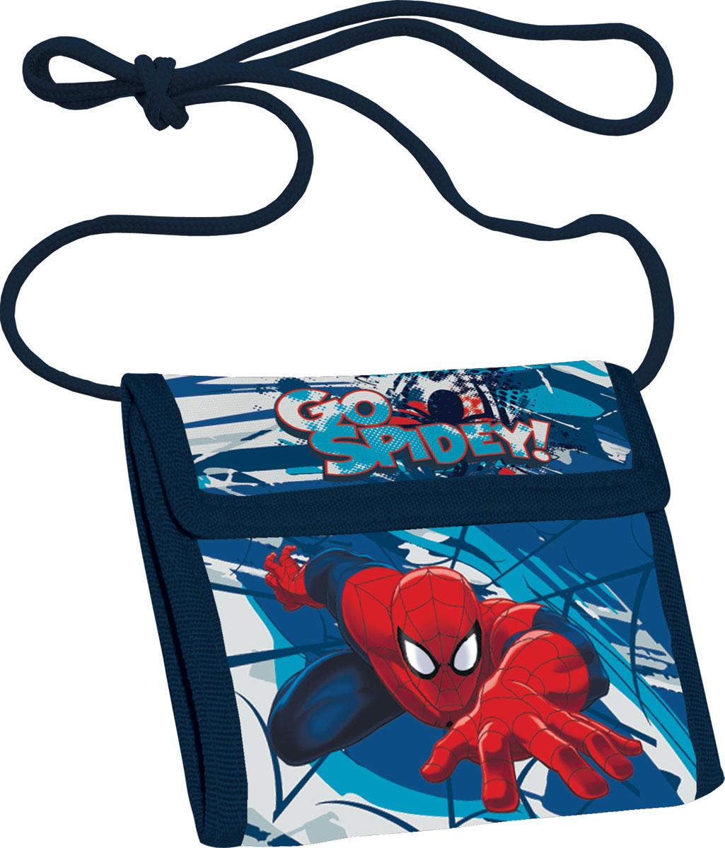 Кошелек детский Spider-Man, цвет: синийW16-11135_914Яркий детский кошелек Spider-Man выполнен из полиэстера и оформлен красочным рисунком. Внутри кошелек оснащен отделением для денежных купюр и карманом на застежке-молнии. Кошелек складывается втрое и закрывается широким клапаном на липучку. На внутренней стороне предусмотрен шнурок, с помощью которого изделие можно носить через плечо или на шее.Кошелек Spider-Man станет надежным спутником для вашего ребенка!
