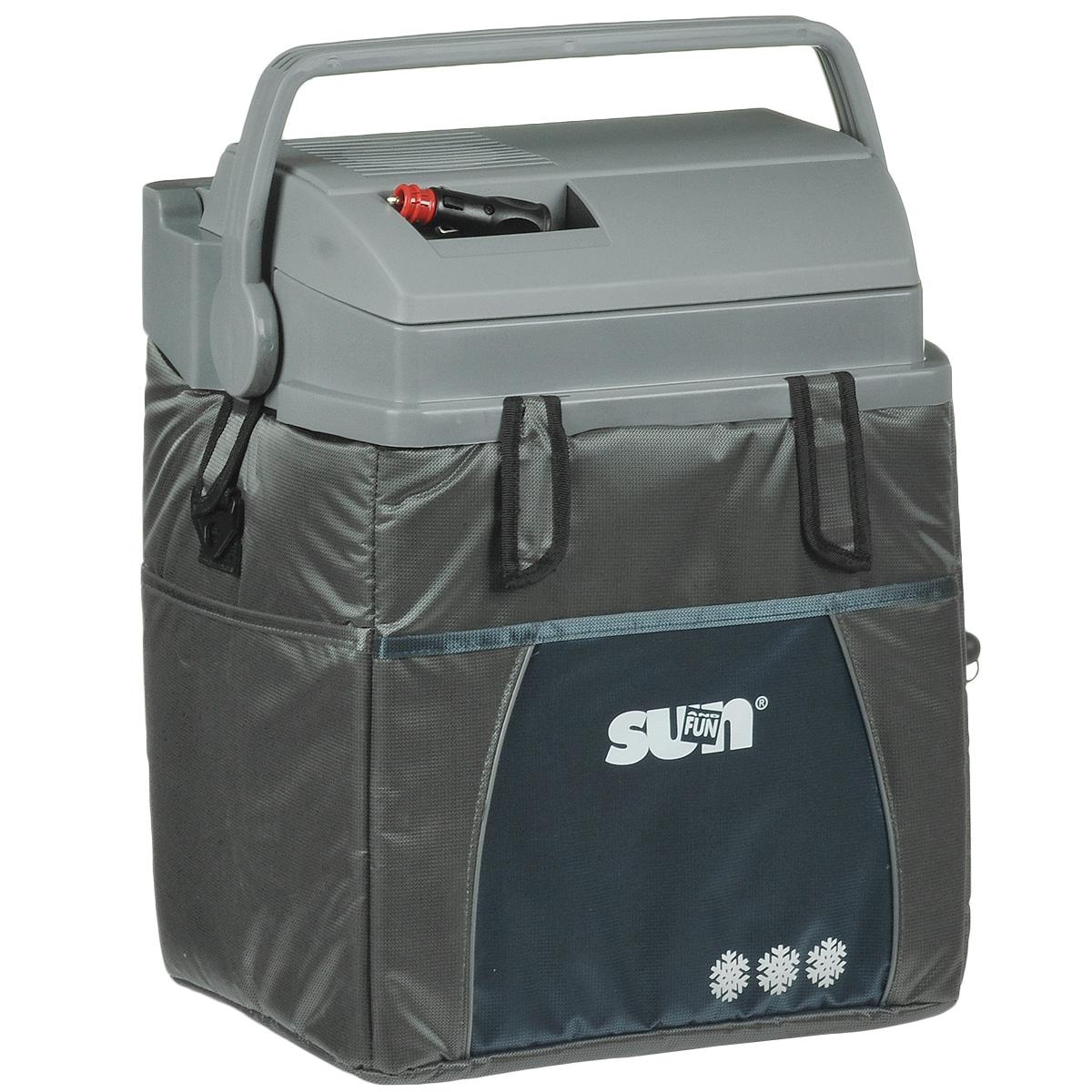 Термоэлектрический контейнер охлаждения Ezetil ESC 21 Sun & Fun 12V, цвет: серый, 19,6 лTF-14AU-12Термоэлектрический контейнер охлаждения Ezetil предназначен для использования в салоне автомобиля в качестве портативного холодильника. Контейнер выполнен из высококачественного пластика, корпус гладкий, эргономичного дизайна, ударопрочный; отделан прочной, легко моющейся тканью с боковыми карманами. Принцип действия термоэлектрического контейнера (холодильника) основан на свойстве полупроводниковых пластин, это свойство получило название эффект Пельтье. При протекании тока через полупроводниковую пластину одна сторона ее охлаждается (этой стороной пластина обращена внутрь контейнера), другая сторона - нагревается (эта сторона обращена наружу и охлаждается вентилятором). Дополнительный внутренний вентилятор в холодильной камере обеспечивает быстрое и равномерное охлаждение. Мощная, не нуждающаяся в техобслуживании охлаждающая система Peltier гарантирует оптимальную мощность охлаждения. Модель оснащена интеллектуальной системой энергосбережения.Изоляция с наполнителем из пеноматериала поддерживает в холодном состоянии пищу и напитки в течение длительного времени в т.ч. и без подачи электроэнергии. Для повышения эффективности термоэлектрического контейнера (холодильника), а также когда он не подключен к сети (например, на даче, на пикнике) внутрь автохолодильника можно поместить аккумуляторы холода (в комплект не входят). Специальная уплотнительная резина в крышке уменьшает образование конденсата в холодильной камере. Это особенно важно при охлаждении продуктов питания. Контейнер работает от бортовой сети автомобиля 12 вольт. Шнур питания вмонтирован в специальный отсек на верхней части крышки. Контейнер имеет широко открывающуюся крышку для легкого доступа к продуктам и усиленную подвижную ручку. Крышка плотно и герметично закрывается. Контейнер очень вместительный: в него с легкостью вместятся 6 бутылок по 1,5 л или 30 алюминиевых банок по 0,33 л. Контейнер снабжен отст