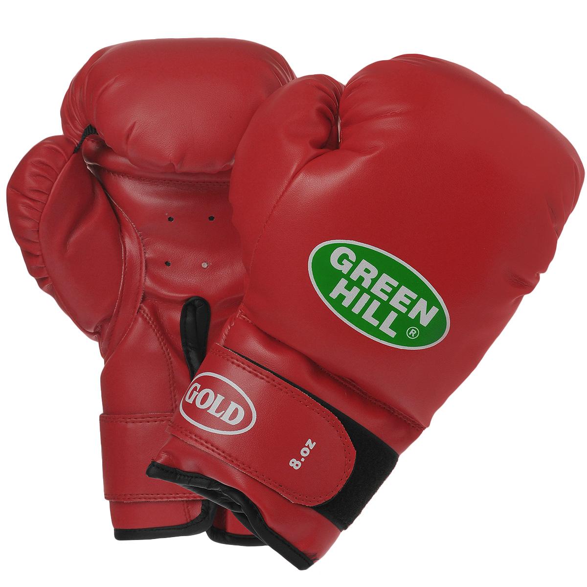 """Боксерские тренировочные перчатки Green Hill """"Gold"""" выполнены из высококачественной искусственной кожи. Они отлично подойдут для начинающих спортсменов. Мягкий наполнитель из очеса предотвращает любые травмы. Широкий ремень, охватывая запястье, полностью оборачивается вокруг манжеты, благодаря чему создается дополнительная защита лучезапястного сустава от травмирования. Застежка на липучке способствует быстрому и удобному одеванию перчаток, плотно фиксирует перчатки на руке."""