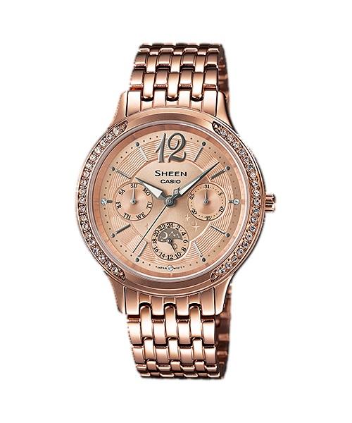 Часы женские наручные CASIO SHEEN, цвет: розовое золото. SHE-3030PG-9ABM8434-58AEЭлегантные женские часы CASIO SHEEN выполнены из нержавеющей стали, минерального стекла. Изделие оформлено кристаллами Swarovski.Часы оснащены полированным корпусом, устойчивым к царапинам минеральным стеклом, кварцевым механизмом с тремя стрелками, которые дополнены светящимся составом. Изделие дополнено браслетом из стали с замком-клипсой. Замок позволит легко снимать и надевать часы.Часы поставляются в фирменной упаковке.Стильные часы CASIO SHEEN подчеркнут изящество женской руки и отменное чувство стиля их обладательницы.