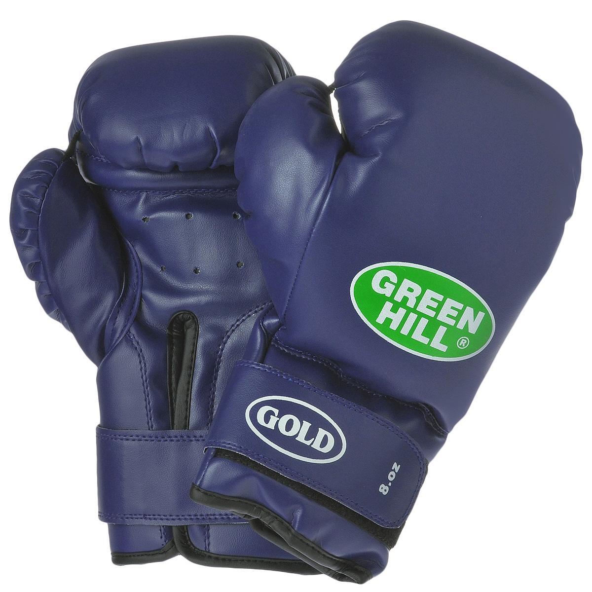 """Боксерские тренировочные перчатки Green Hill """"Gold"""" выполнены из высококачественной искусственной кожи. Они отлично подойдут для начинающих спортсменов. Мягкий наполнитель из очеса предотвращает любые травмы. Широкий ремень, охватывая запястье, полностью оборачивается вокруг манжеты, благодаря чему создается дополнительная защита лучезапястного сустава от травм. Застежка на липучке способствует быстрому и удобному одеванию перчаток, плотно фиксирует перчатки на руке."""