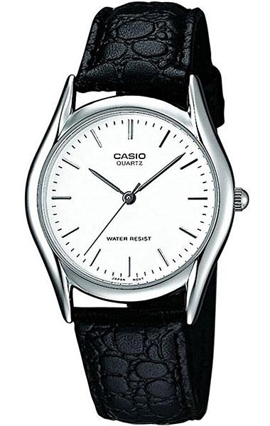 Часы наручные мужские Casio, цвет: серебристый, белый, черный. MTP-1154PE-7ABM8434-58AEСтильные мужские часы Casio выполнены из нержавеющей стали, минерального стекла и натуральной кожи. Циферблат изделия оформлен символикой бренда.Часы оснащены полированным ударостойким корпусом, устойчивым к царапинам минеральным стеклом, а также степенью влагозащиты 3 atm. Часы дополнены ремнем из натуральной кожи с тиснением под рептилию и пряжкой, которая позволит максимально комфортно и быстро снимать и одевать часы. Изделие поставляется в фирменной упаковке.Часы Casio подчеркнут мужской характер и отменное чувство стиля у их обладателя.