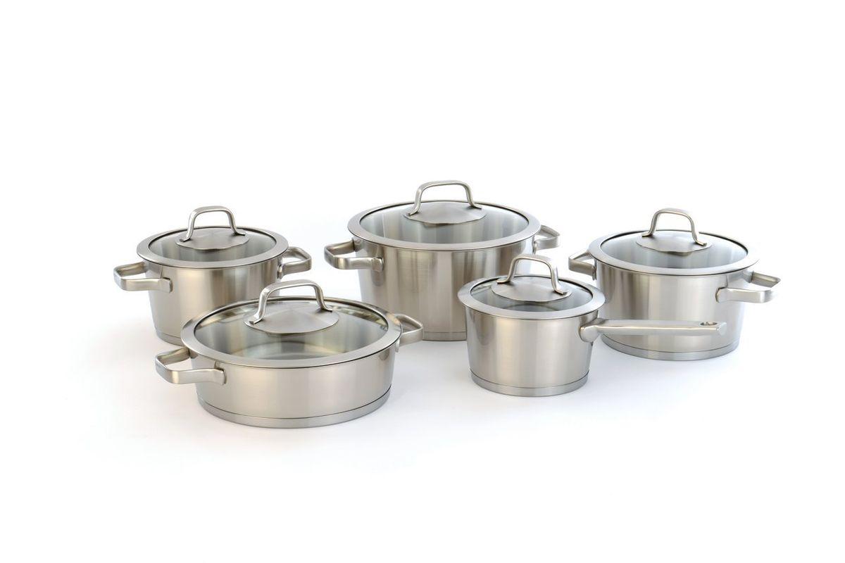 Набор посуды BergHOFF Manhattan, с крышками, 10 предметов115510Набор посуды BergHOFF Manhattan, изготовленный из нержавеющей стали 18/10, состоит из 3 кастрюль, сковороды с двумя ручками, ковша и 5 крышек. Сталь 18/10 - один из наиболее тонких и сбалансированных сплавов, используемых во всем мире, который гарантирует высокую химическую нейтральность к пище.Посуда оформлена матовой полировкой. Благодаря стеклянной крышке можно наблюдать за ингредиентами в кастрюле в процессе приготовления пищи. Трехслойное капсульное дно делает возможным эффективное приготовление пищи и равномерное распределение тепла по всей поверхности. Эргономичные ручки обеспечивают безопасный захват и удобство в поднятии изделий. Подходит для всех типов плит. Можно использовать в посудомоечной машине.В комплект входит:- ковш (диаметр 16 см, объем 1,7 л) с крышкой,- кастрюля (диаметр 18 см, объем 2,4 л) с крышкой,- кастрюля (диаметр 20 см, объем 3 л) с крышкой,- кастрюля (диаметр 24 см, объем 4,9 л) с крышкой,сковорода (диаметр 24 см, объем 3 л) с крышкой.