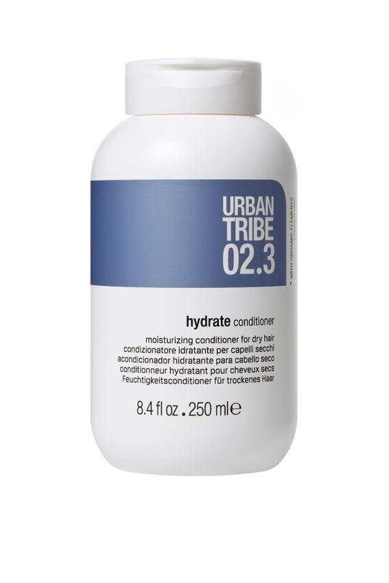 URBAN TRIBE Увлажняющий кондиционер для сухих волос 250 мл.FS-00897Увлажняющий кондиционер для сухих волос. Превосходная, мягкая формула этого кондиционера работает сразу в двух направлениях: во-первых, средство глубоко увлажняет сухие волосы, во-вторых, значительно облегчает их расчесывание. Роскошные активные вещества глубоко увлажняют и кондиционируют, питают внутреннюю и внешнюю структуры волос. Волосы более послушные, блестящие и полные жизненной силы.