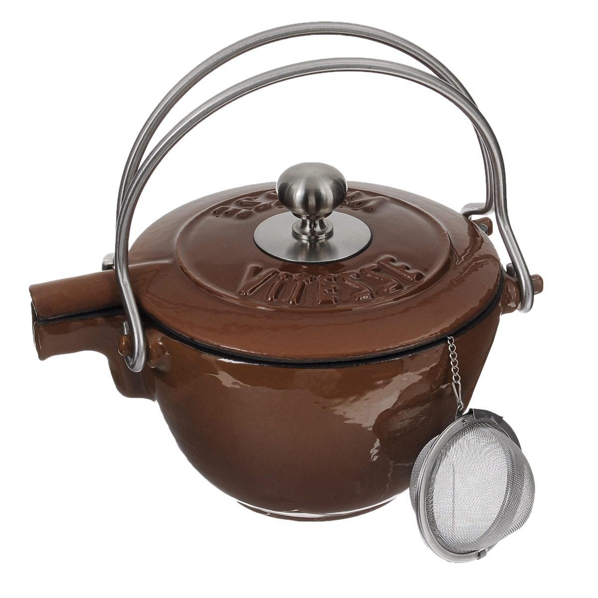 Чайник заварочный Vitesse Ferro, с ситечком, цвет: коричневый, 1,15 л115510Заварочный чайник Vitesse Ferro изготовлен из чугуна с эмалированной внутренней и внешней поверхностью. Эмалированный чугун - это железо, на которое наложено прочное стекловидное эмалевое покрытие. Такая посуда отлично подходит для приготовления традиционной здоровой пищи. Чугун является наилучшим материалом, который долго удерживает и равномерно распределяет тепло. Благодаря особым качествам эмали, чем дольше вы используете посуду, тем лучше становятся ее эксплуатационные характеристики. Чугун обладает высокой прочностью, износоустойчивостью и антикоррозийными свойствами. Чайник оснащен двумя металлическими ручками и крышкой. Металлическое ситечко на цепочке с крючком - в комплекте. Можно готовить на газовых, электрических, стеклокерамических, галогенных, индукционных плитах. Подходит для мытья в посудомоечной машине.Высота чайника (без учета ручки и крышки): 10,5 см. Диаметр чайника (по верхнему краю): 15,5 см. Диаметр ситечка: 6 см.
