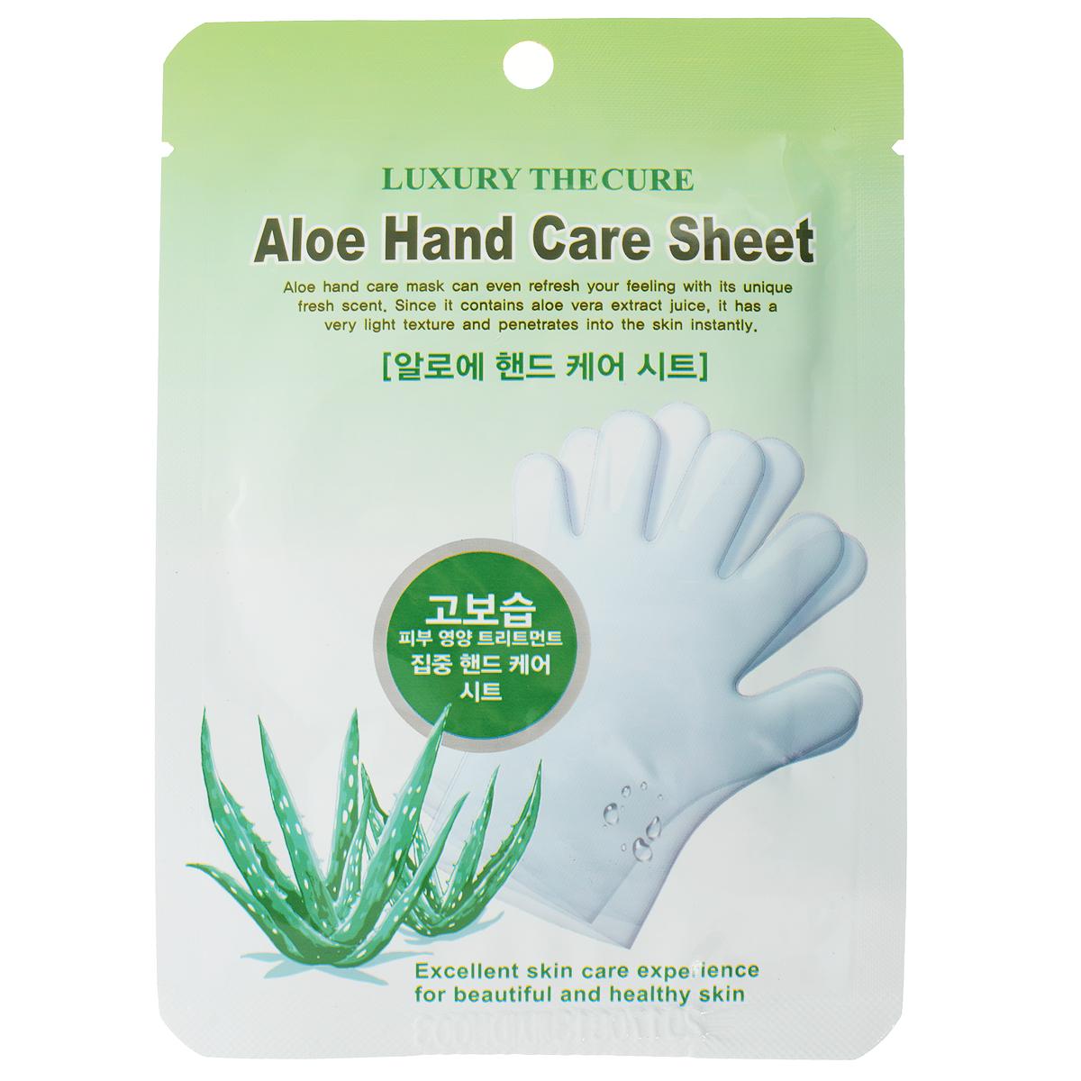 LS Cosmetic Маска-перчатки для рук с Алоэ, 8г х 2 шт19036Высококонцентрированная маска-перчатка для рук с Алоэ глубоко увлажняет и питает кожу рук, обладает выраженным лечебным эффектом благодаря активности геля Алоэ, мяты перечной и лаванды, которые интенсивно ухаживают за руками, освежают и придают приятный аромат. Витамин В3 (ниацинамид), который обладает несколькими мощными эффектами - увеличение церамидов и свободных жирных кислот в коже – то есть восстанавливается нарушенная барьерная функция кожи и уменьшается потеря влаги. Таким образом ниацинамид предохраняет кожу от обезвоживания и стимулирует микроциркуляцию в дерме. Гель имеет очень нежную и мягкую структуру и действует мгновенно. За короткое время мощное воздействие придаст коже рук мягкость и шелковистость, повысится эластичность до глубоких слоев, укрепиться мембрана клеток, улучшится кровоток. Кожа рук омолаживается, регенерируется. Регулярное использование убирает морщины и препятствует возникновению новых. Отлично ухаживает за ногтями.