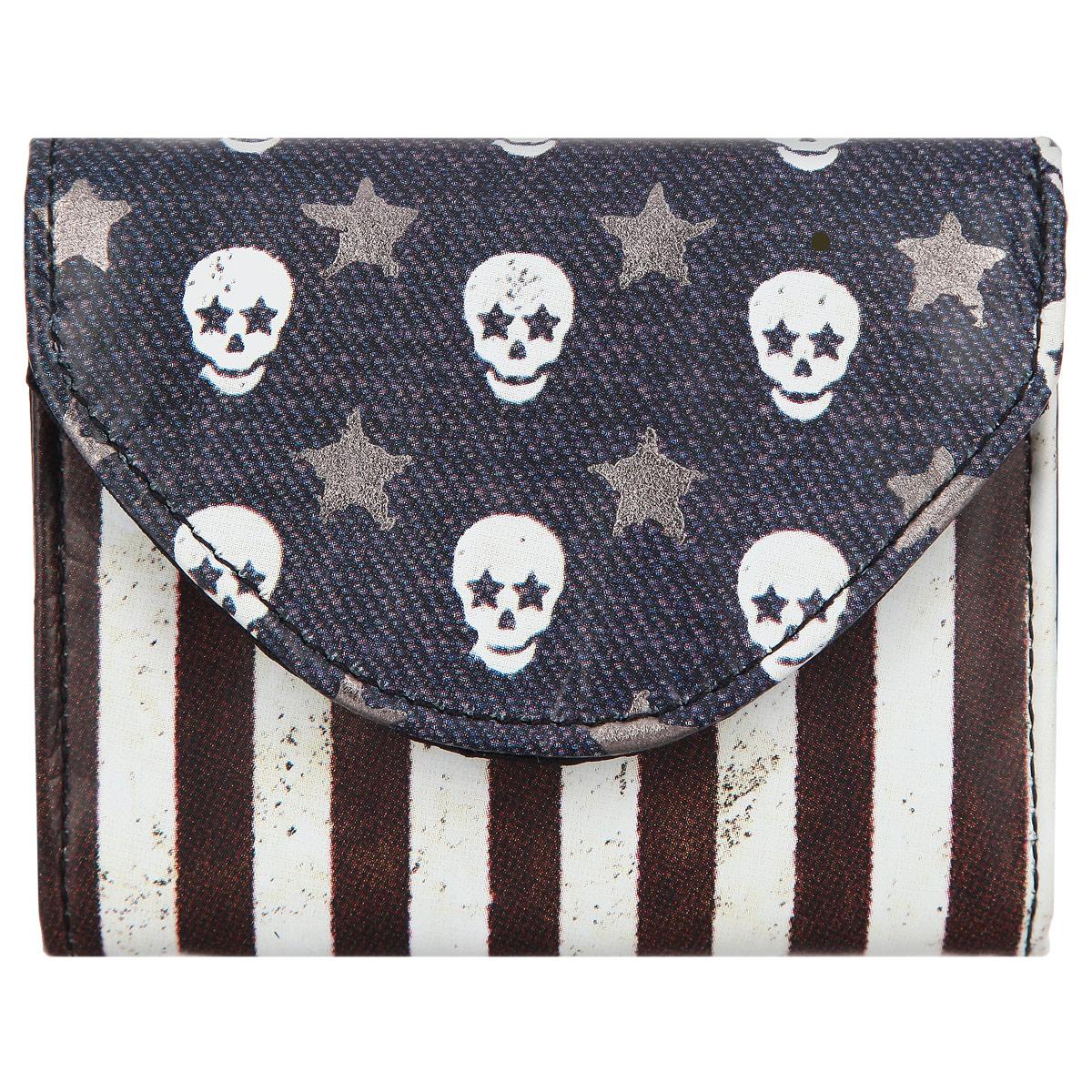 Визитница-кошелек Mojo pax Skull Flag, цвет: синий, белый, серебряный. KU9982983INT-06501Стильная визитница-кошелек MOJO PAX Skull Flag выполнена из полиэстера и оформлена оригинальным принтом с изображением флага.Изделие закрывается магнитную кнопку, внутри одно отделение.Такая визитница-кошелек станет замечательным подарком человеку, ценящему оригинальные вещи.