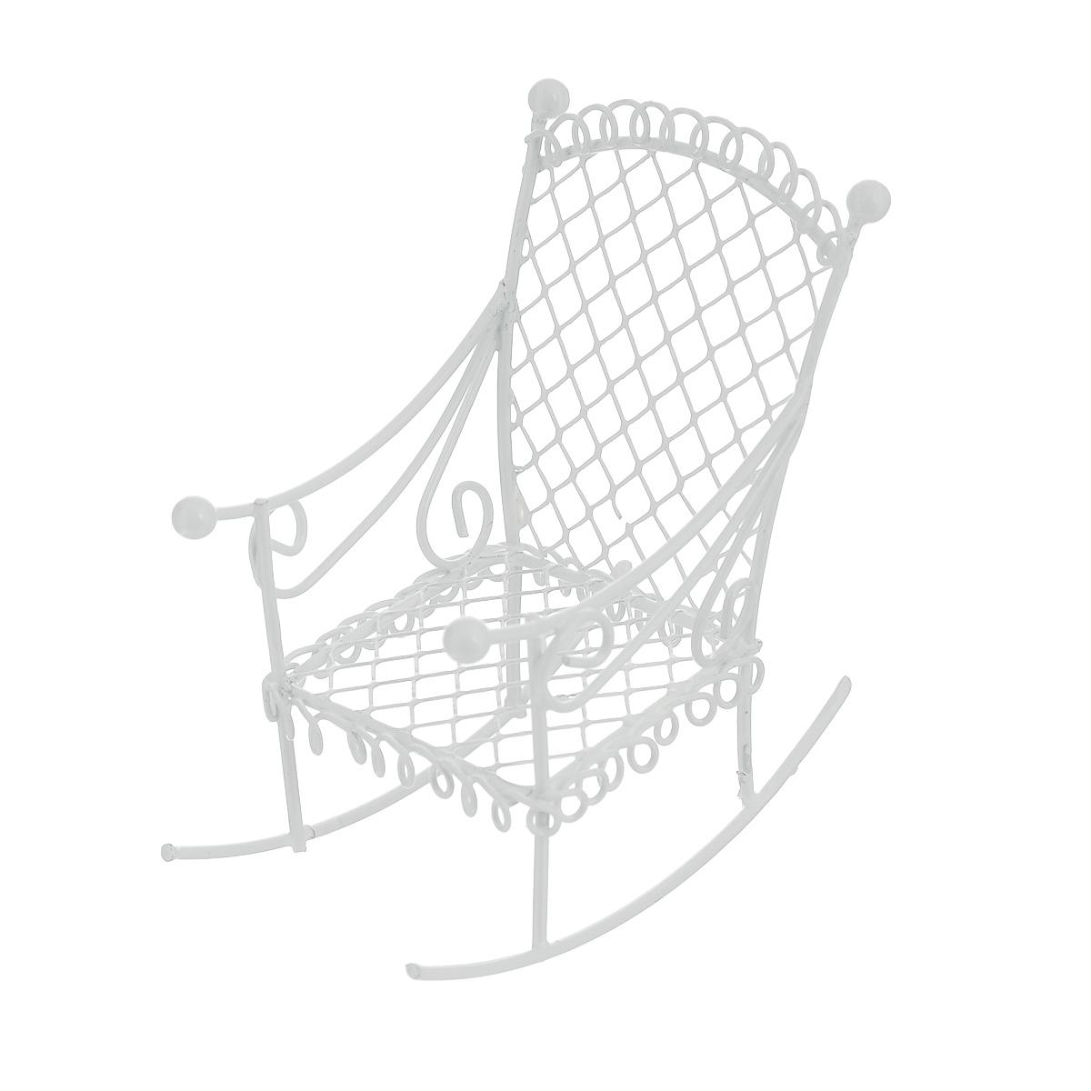 Миниатюра кукольная ScrapBerrys Кресло-качалка, цвет: белый54 009318Миниатюра кукольная ScrapBerrys Кресло-качалка изготовлена из металла в виде кованого кресла. Такая миниатюра прекрасно подойдет для декорирования кукольных домиков, а также для оформления работ в самых различных техниках. С ее помощью можно обставлять румбокс. Можно использовать в шэдоубоксах или просто как изысканные украшения для скрап-работ.