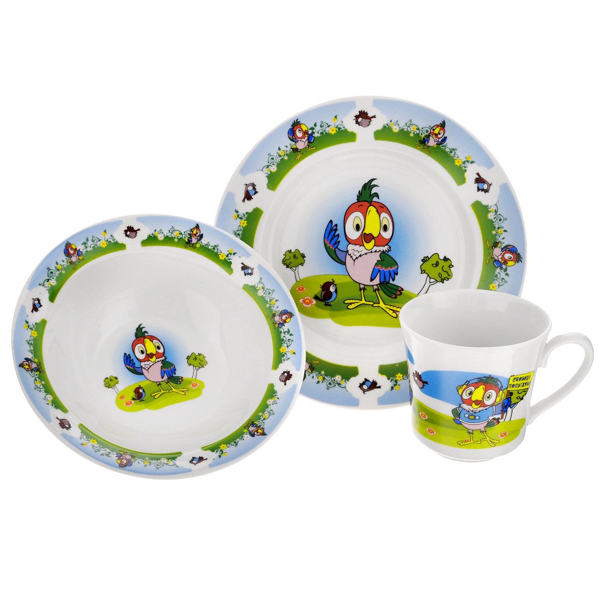 Набор детской фарфоровой посуды Союзмультфильм Попугай Кеша, 3 предметаFS-91909Набор детской посуды Попугай Кеша порадует любого маленького поклонника старых советских мультфильмов. Набор включает в себя тарелку, миску и кружку.Посуда выполнена из качественного фарфора, окрашена безопасными красками, которые не сотрутся и прослужат вам очень долго. Прочные тарелки украшает изображение любимых героев мультфильма Попугай Кеша. Приборы нельзя использовать в духовке и на открытом огне. Посуда может быть использована в микроволновке и посудомоечной машине.Объем кружки 250 мл, объем миски 300 мл.Детская посуда разработана специально для малышей, она удобная и безопасна. Привычная еда станет вкуснее и приятнее, если процесс кормления сопровождать игрой и сказками о любимых героях. Красочная посуда - залог хорошего настроения и аппетита вашего малыша!