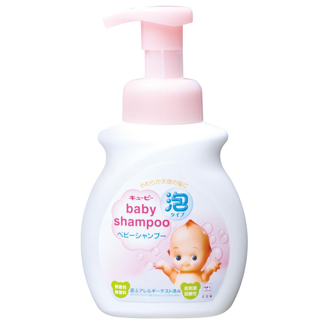 Cow Style Детский шампунь-пенка, с дозатором, от 0 месяцев, 350 млFS-36054Детский шампунь-пенка Cow Style с дозатором мягко очищает волосы и кожу головы ребенка. Рекомендуется для тонких, только начинающих расти волос малыша.Удобный дозатор создает мягкую пенку, освобождая от необходимости вспенивать средство на голове ребенка, что снижает нагрузку на волосы и кожу головы от трения, а также упрощает процесс мытья и экономит время родителей. Умная формула без слез работает так, что пена не затекает в глаза ребенку, но даже при попадании не раздражает слизистую.Упругая мелкозернистая пена мягко удаляет загрязнения, не вымывая естественный защитный жировой слой кожи. Легко смывается.Природный сквалан, смягчающий и защищающий кожу, поддерживает гидробаланс.Также, шампунь содержит кондиционирующие растительные компоненты, предотвращающие спутывание волос.При использовании других сменных блоков продукт может не пениться.Низкая кислотность, отсутствие красителей, а также многочисленные тесты на предмет кожных аллергенов позволили свести к минимуму риск возникновения раздражений на коже малыша.Продукция прошла дерматологические тесты на предмет кожных аллергенов.Товар сертифицирован.История широко известной на японском рынке марки COW начинается в 1909 году, когда частный предприниматель Миядзаки Нарадзиро основывает в мыльной столице Японии того периода - городе Осака - свой маленький семейный бизнес по производству мыла. Сегодня компания COW имеет не только собственный современный завод, считающийся самым крупным мыльным заводом в Японии, но и собственный Научно-исследовательский центр, несколько филиалов по Японии и Представительств в Азии. В портфеле производителя средства для ухода за телом и лицом для детей и взрослых. Все товары марки COW производятся под строгим контролем специалистов компании, не изменяя своим принципам – качественная и безопасная продукция, традиционное производство, высококвалифицированные специалисты.