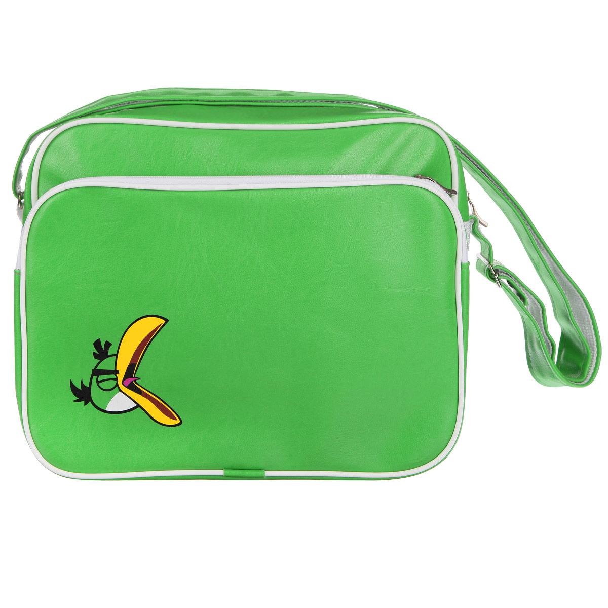 Молодежная сумка Angry Birds Зеленая птица сочетает в себе современный дизайн, функциональность и долговечность.Она выполнена из искусственной кожи и оформлена изображением одного из героев знаменитой игры Angry Birds - зеленой птицы.Сумка имеет одно вместительное отделение, разделенное пополам карманом-средником на молнии. Закрывается сумка на застежку-молнию. С внешней стороны расположен вместительный накладной карман на молнии, внутри которого - накладной карман и четыре держателя для авторучек.С задней стороны сумки находится вшитый карман на молнии.Сумка оснащена плечевым ремнем регулируемой длины, максимальная длина - 128 см, минимальная - 48 см. С внешней стороны ремень изготовлен из искусственной кожи, с внутренней - из плотного полиэстера.