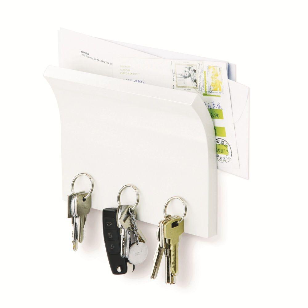 Держатель для ключей и писем Umbra Magnetter318200-660Невероятно удобная вещь! Когда вы приходите домой (или наоборот уходите), все самое необходимое всегда под рукой. Газеты и письма удобно умещаются в специально приготовленном для них месте, а ключи и другие металлические мелочи надежно закрепляются на магнитном основании держателя. В комплекте два шурупа и анкеры для гипсокартона, на которые вешается держатель.