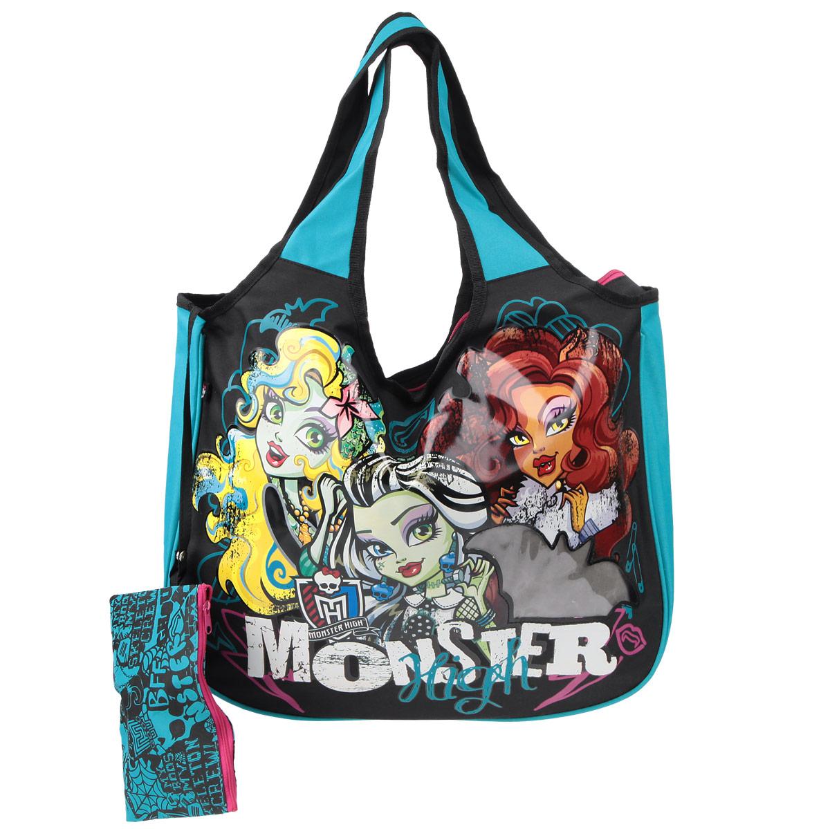 Сумка детская Monster High, цвет: черный, бирюзовый. MHBS-UT1-144572523WDЭффектная детская сумка Monster High обязательно понравится вашему ребенку. Сумочка выполнена из легкого текстильного материала и украшена ярким принтом с изображением героев одноименного популярного мультсериала и прозрачным фрагментом в форме летучей мыши. Сумка имеет одно большое внутреннее отделение, которое застегивается на молнию. Яркую сумку с длинными текстильными ручками можно носить как в руках, так и на плече. Ручки выполнены цельными с основой, благодаря чему предотвращается возможное повреждение в местах их соединения с корпусом. К сумке пристегнут небольшой текстильный кошелек на молнии, который может использоваться отдельно.