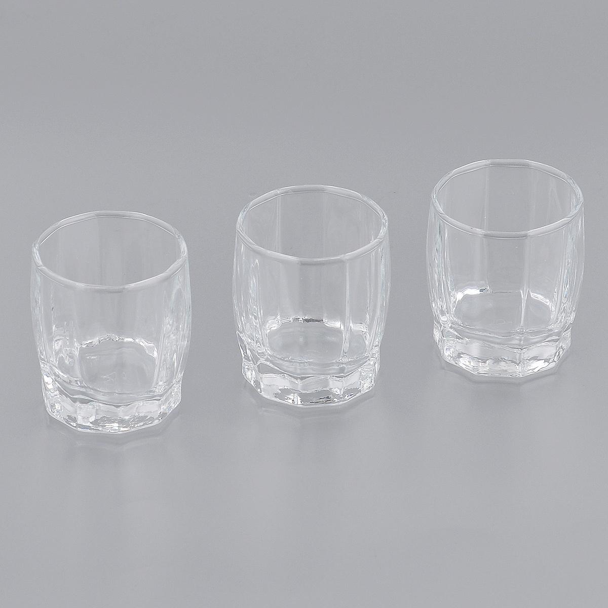 Набор стопок Pasabahce для водки Dance, 60 мл, 3 штFS10C06E351Набор Pasabahce Dance, выполненный из высококачественного стекла, состоит из трех стопок. Стопки с утолщенным дном прекрасно подойдут для подачи водки или других крепких напитков. Эстетичность, функциональность и изящный дизайн сделают набор достойным дополнением к вашему кухонному инвентарю. Набор стопок Pasabahce Dance украсит ваш стол и станет отличным подарком к любому празднику. Можно использовать в морозильной камере и микроволновой печи. Можно мыть в посудомоечной машине.Диаметр стопки по верхнему краю: 4,5 см. Высота стопки: 5,5 см.