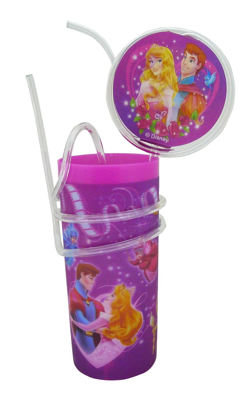 """Яркий пластиковый стакан Disney """"Принцессы. Аврора"""", выполненный из безопасного пищевого пластика, оформлен изображениями героев мультфильма """"Спящая красавица"""". Рисунок находится под слоем прозрачного структурного пластика (линзы), создающего эффект объемного изображения, как в 3D кино, и исключает попадание краски в жидкость. В комплект входят соломинка и трубочка, выполненные из полупрозрачного пластика. Соломинка необычно изогнута, при питье можно наблюдать, как жидкость бежит по ней и оформлена вставкой с меняющимися изображениями. Трубочка обвита вокруг стакана. Стакан без трубочки можно использовать как подставку под карандаши или зубные щетки. Порадуйте вашего ребенка таким замечательным подарком. Объем стакана: 330 мл. Диаметр стакана (по верхнему краю): 6 см. Высота стакана: 13,5 см."""