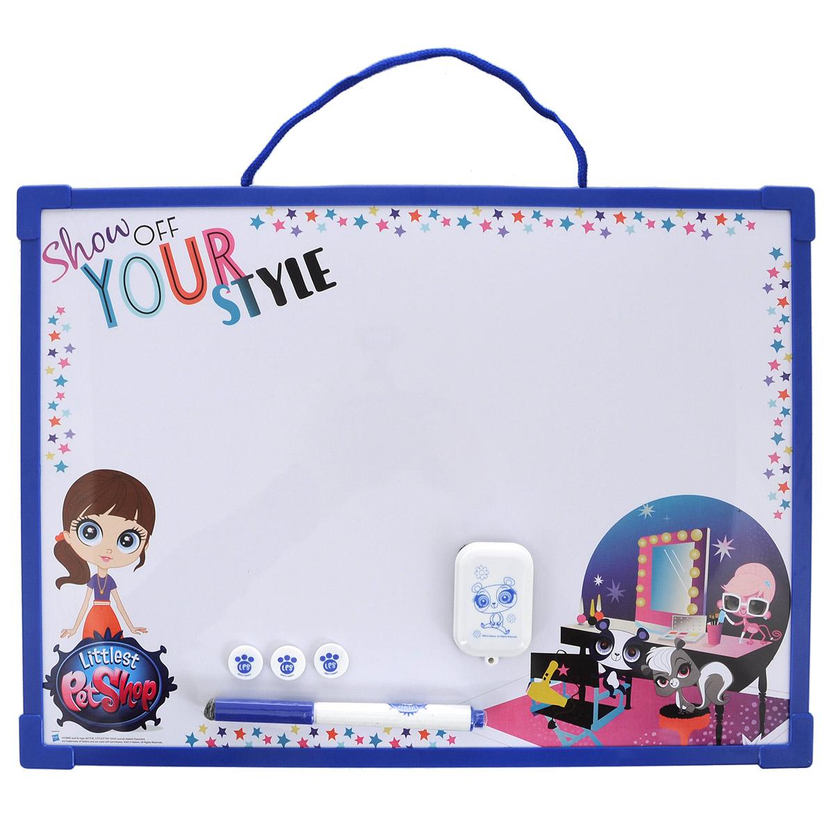 """Доска для рисования Littlest Pet Shop """"Пиши-стирай"""" на веревочке, на которой можно создавать различные картины бесконечно! Доска оборудована ручкой для рисования и тремя штампиками. Доска для рисования развивает моторику, воображение, концентрацию внимания, цветовое восприятие."""