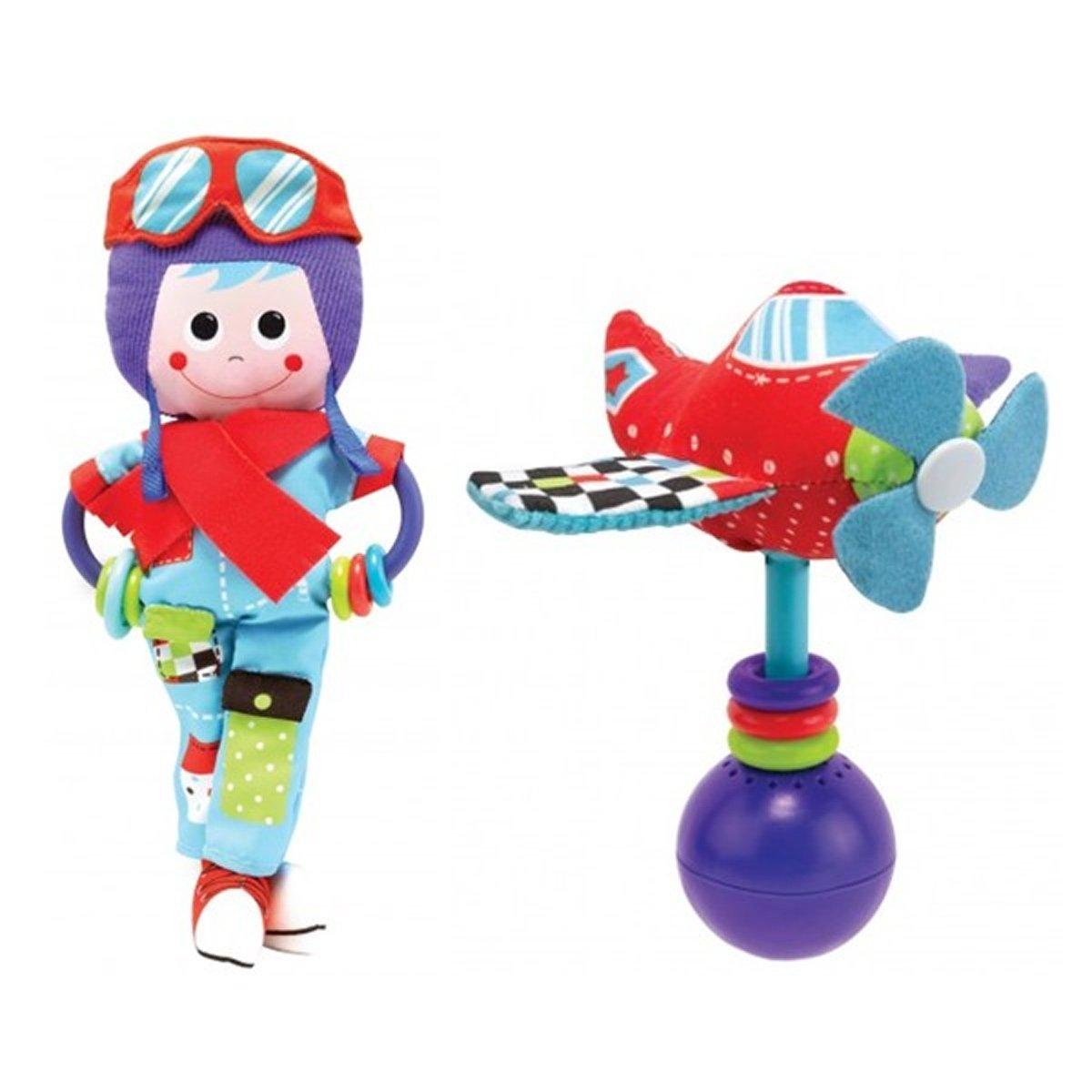 """Игрушка-погремушка Yookidoo """"Пилот"""" выполнена в ярком и красочном дизайне, который обязательно понравится малышу. Ребенок будет с удовольствием рассматривать свою первую и очень забавную игрушку. Игрушка изготовлена из материалов различной текстуры для тренировки моторики пальчиков и развития тактильных ощущений. К """"Пилоту"""" крепится прорезыватель с разноцветными колечками, который непременно понадобится для чещушихся зубиков крохи. В комплект также входит музыкальная погремушка """"Вертолет"""", при встряхивании которой звучат смешные звуки. Крылья вертолета и очки пилота шуршат при прикосновении. При необходимости, игрушки можно подвесить в коляску или кроватку, используя пластиковые кольца, входящие в комплект. С такой игрушкой малыш разовьет моторику рук, тактильные ощущения, слуховое восприятие. Рекомендуется докупить 3 батарейки напряжением 1,5V типа LR44 (товар комплектуется демонстрационными)."""