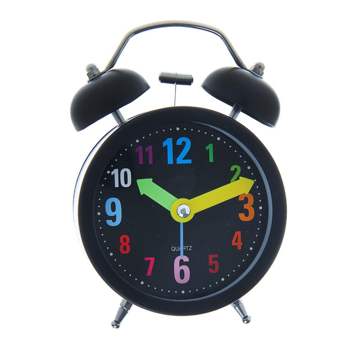 Часы-будильник Sima-land Разноцветные цифрыMRC 4119 P schwarzЯркий и оригинальный будильник Sima-land Разноцветные цифры поможет вам всегда вставать в нужное время и успевать везде и всюду. Корпус будильника выполнен из металла и пластика. Циферблат имеет разноцветные арабские цифры и 3 стрелки - секундную, минутную и часовую. Будильник украсит вашу комнату и приведет в восхищение друзей. Время показывает точно и будит в установленный час.На задней панели будильника расположены переключатель включения/выключения механизма, а также два колесика для настройки текущего времени и времени звонка будильника. Также будильник оснащен кнопкой, при нажатии и удержании которой, подсвечивается циферблат. Будильник работает от 1 батарейки типа AA напряжением 1,5V (не входит в комплект).
