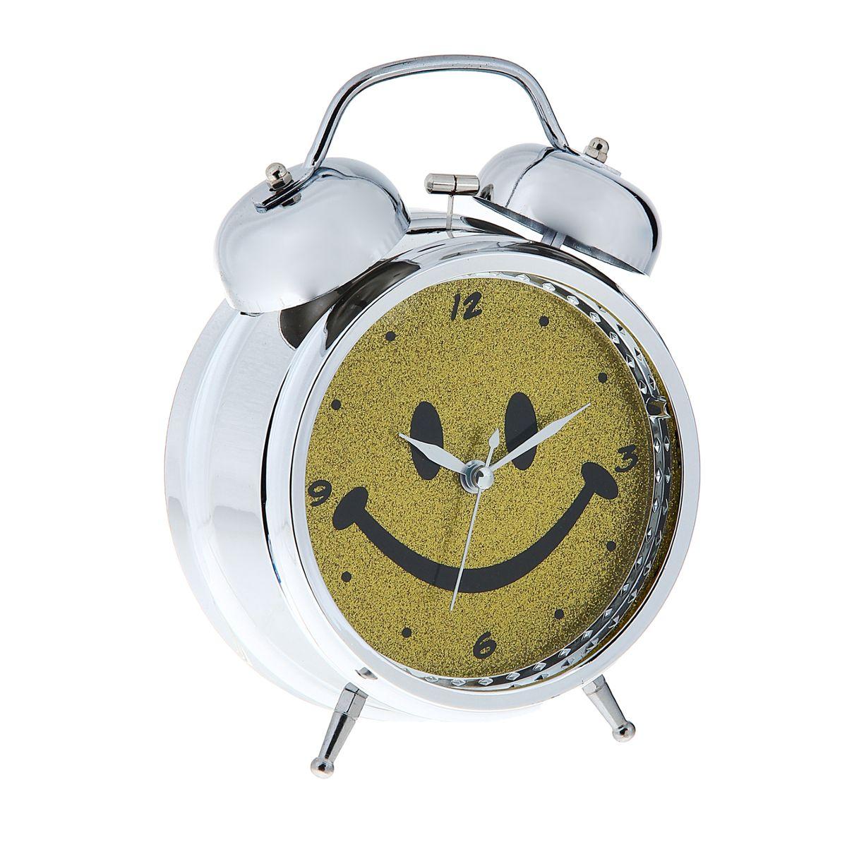Часы-будильник Sima-land СмайлSC-802Как же сложно иногда вставать вовремя! Всегда так хочется поспать еще хотя бы 5 минут и бывает, что мы просыпаем. Теперь этого не случится! Яркий, оригинальный будильник Sima-land Смайл поможет вам всегда вставать в нужное время и успевать везде и всюду.Корпус будильника выполнен из металла. Циферблат оформлен изображением смайла, имеет индикацию отметок с арабскими цифрами. Часы снабжены 4 стрелками (секундная, минутная, часовая и для будильника). На задней панели будильника расположен переключатель включения/выключения механизма, а также два колесика для настройки текущего времени и времени звонка будильника. Также будильник оснащен кнопкой, при нажатии и удержании которой подсвечивается циферблат.Пользоваться будильником очень легко: нужно всего лишь поставить батарейки, настроить точное время и установить время звонка. Необходимо докупить 3 батарейки типа АА (не входят в комплект).