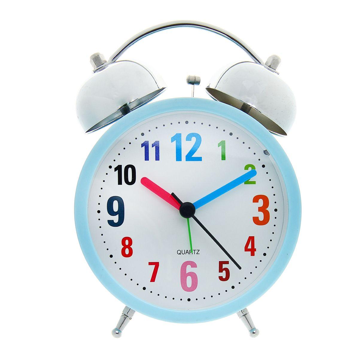Часы-будильник Sima-land Цифры179036Как же сложно иногда вставать вовремя! Всегда так хочется поспать еще хотя бы 5 минут и бывает, что мы просыпаем. Теперь этого не случится! Яркий, оригинальный будильник Sima-land Цифры поможет вам всегда вставать в нужное время и успевать везде и всюду.Корпус будильника выполнен из металла. Циферблат имеет индикацию разноцветными арабскими цифрами. Часы снабжены 4 стрелками (секундная, минутная, часовая и для будильника). На задней панели будильника расположен переключатель включения/выключения механизма, а также два колесика для настройки текущего времени и времени звонка будильника. Также будильник оснащен кнопкой, при нажатии и удержании которой подсвечивается циферблат.Пользоваться будильником очень легко: нужно всего лишь поставить батарейки, настроить точное время и установить время звонка. Необходимо докупить 2 батарейки типа АА (не входят в комплект).