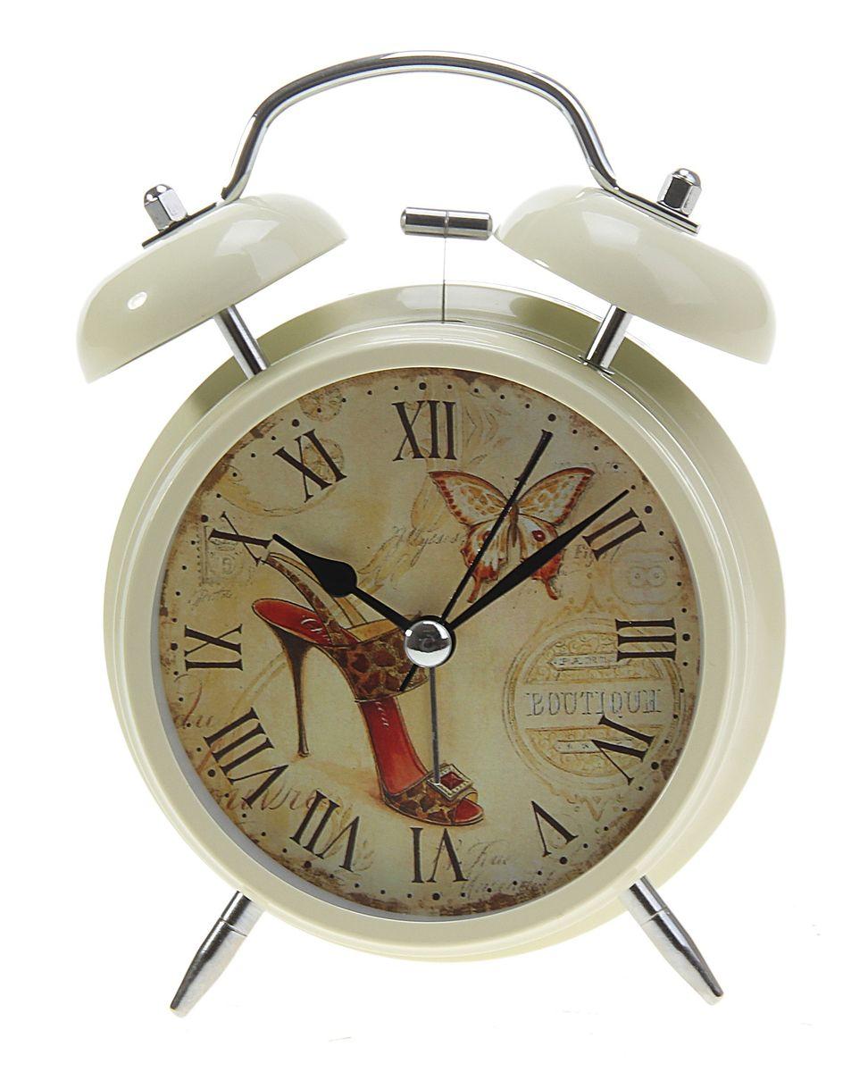 Часы-будильник Sima-land Бабочка и туфелькаMRC 4141 P schwarzКак же сложно иногда вставать вовремя! Всегда так хочется поспать еще хотя бы 5 минут и бывает, что мы просыпаем. Теперь этого не случится! Яркий, оригинальный будильник Sima-land Бабочка и туфелька поможет вам всегда вставать в нужное время и успевать везде и всюду. Будильник украсит вашу комнату и приведет в восхищение друзей. Время показывает точно и будит в установленный час.На задней панели будильника расположены переключатель включения/выключения механизма, а также два колесика для настройки текущего времени и времени звонка будильника. Также будильник оснащен кнопкой, при нажатии и удержании которой, подсвечивается циферблат. Будильник работает от 2 батареек типа AA напряжением 1,5V (не входят в комплект).