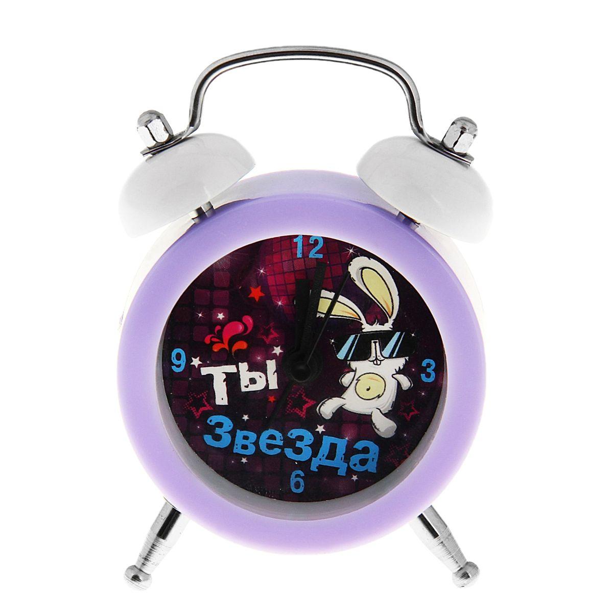 Часы-будильник Sima-land Ты звездаVT-3523(ВК)Как же сложно иногда вставать вовремя! Всегда так хочется поспать еще хотя бы 5 минут и бывает, что мы просыпаем. Теперь этого не случится! Яркий, оригинальный мини-будильник Sima-land поможет вам всегда вставать в нужное время и успевать везде и всюду. Эта уменьшенная версия привычного будильника умещается на ладони и работает так же громко, как и привычные аналоги. Время показывает точно и будит в установленный час.На задней панели будильника расположены переключатель включения/выключения механизма, а также два колесика для настройки текущего времени и времени звонка будильника.Будильник работает от 1 батарейки AG13.
