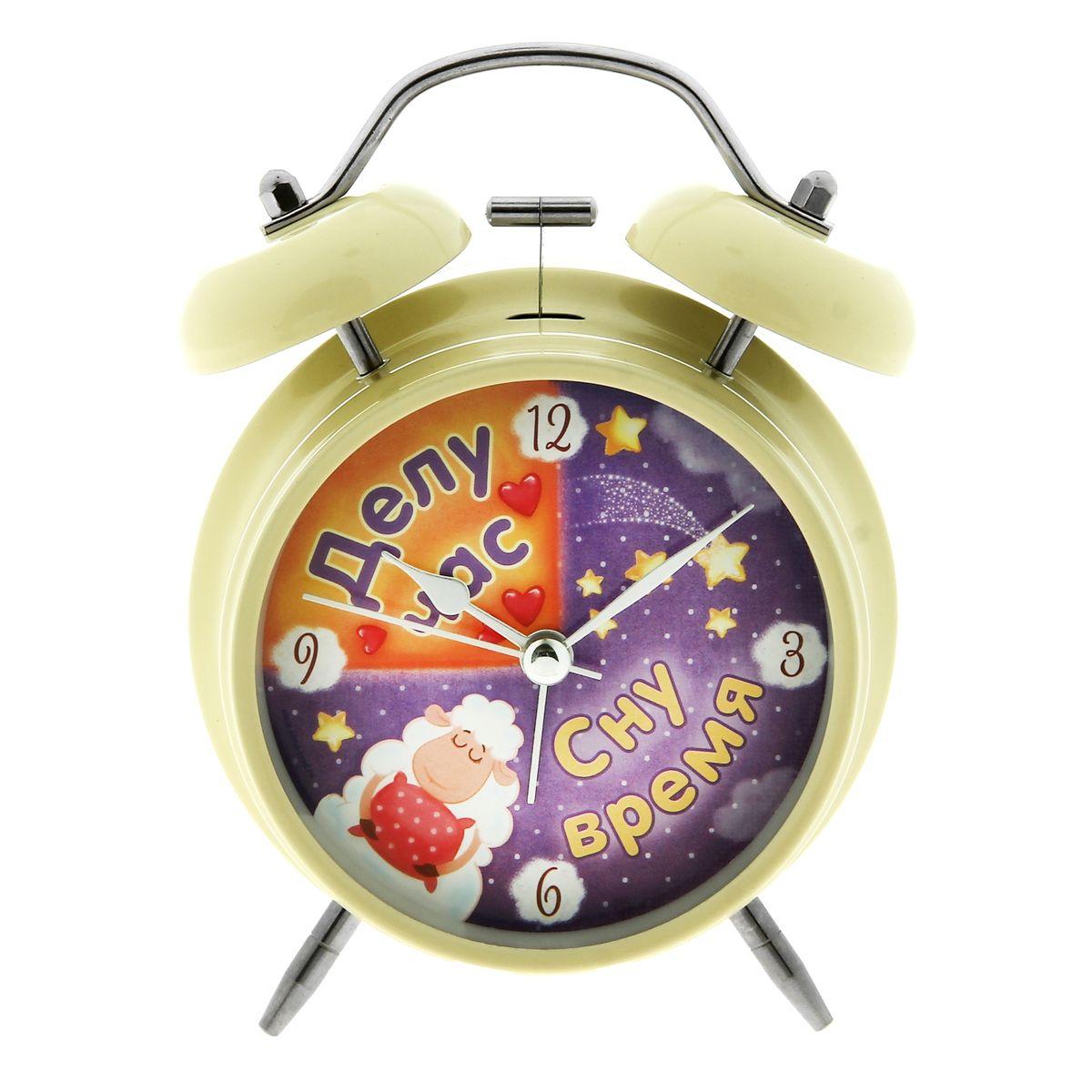 Часы-будильник Sima-land Делу час - сну времяAJ3400/12Как же сложно иногда вставать вовремя! Всегда так хочется поспать еще хотя бы 5 минут и бывает, что мы просыпаем. Теперь этого не случится! Яркий, оригинальный будильник Sima-land Делу час - сну время поможет вам всегда вставать в нужное время и успевать везде и всюду.Корпус будильника выполнен из металла. Циферблат оформлен изображением спящей овечки и надписью: Делу час, сну время, имеет индикацию арабскими цифрами. Часы снабжены 4 стрелками (секундная, минутная, часовая и для будильника). На задней панели будильника расположен переключатель включения/выключения механизма, а также два колесика для настройки текущего времени и времени звонка будильника. Также будильник оснащен кнопкой, при нажатии и удержании которой подсвечивается циферблат.Пользоваться будильником очень легко: нужно всего лишь поставить батарейку, настроить точное время и установить время звонка. Необходимо докупить 1 батарейку типа АА (не входит в комплект).