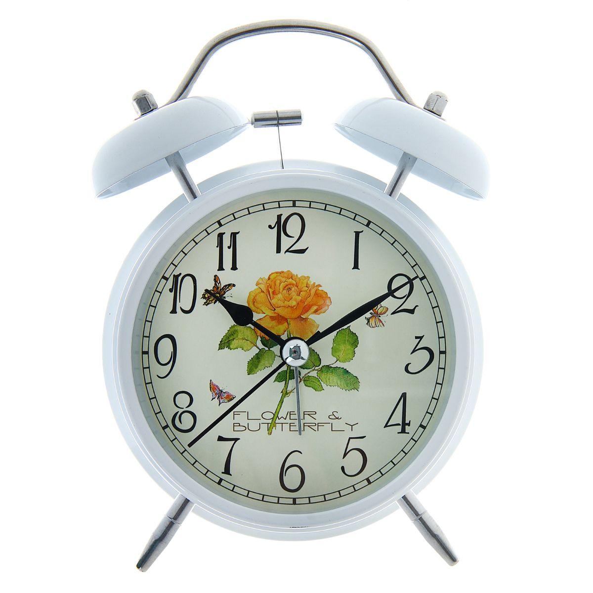 Часы-будильник Sima-land Flower & Butterfly165167Как же сложно иногда вставать вовремя! Всегда так хочется поспать еще хотя бы 5 минут и бывает, что мы просыпаем. Теперь этого не случится! Яркий, оригинальный будильник Sima-land Flower & Butterfly поможет вам всегда вставать в нужное время и успевать везде и всюду.Корпус будильника выполнен из металла. Циферблат оформлен изображением цветов и бабочек. Часы снабжены 4 стрелками (секундная, минутная, часовая и для будильника). На задней панели будильника расположен переключатель включения/выключения механизма, а также два колесика для настройки текущего времени и времени звонка будильника. Изделие снабжено подсветкой, которая включается нажатием на кнопку с задней стороны корпуса.Пользоваться будильником очень легко: нужно всего лишь поставить батарейку, настроить точное время и установить время звонка. Необходимо докупить 1 батарейку типа АА (не входит в комплект).