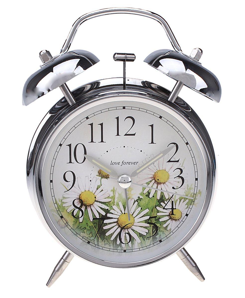 Часы-будильник Sima-land. 55672415117058Как же сложно иногда вставать вовремя! Всегда так хочется поспать еще хотя бы 5 минут и бывает, что мы просыпаем. Теперь этого не случится! Яркий, оригинальный будильник Sima-land поможет вам всегда вставать в нужное время и успевать везде и всюду. Время показывает точно и будит в установленный час. Будильник украсит вашу комнату и приведет в восхищение друзей. На задней панели будильника расположены переключатель включения/выключения механизма и два колесика для настройки текущего времени и времени звонка будильника. Также будильник оснащен кнопкой, при нажатии и удержании которой, подсвечивается циферблат.Будильник работает от 2 батареек типа AA напряжением 1,5V (не входят в комплект).