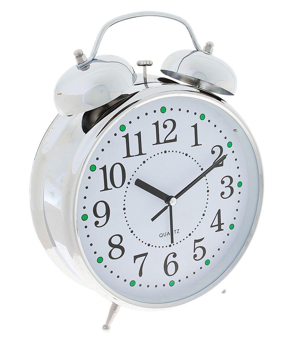 Часы-будильник Sima-land Классика, цвет: белый, серебристый, диаметр 20 смVT-3521(ВК)Часы-будильник Sima-land Классика - это невероятных размеров устройство, созданное специально для тех, кто с трудом просыпается по утрам!Изделие обладает классическим дизайном. Такой будильник станет изюминкой вашего интерьера.Будильник работает от 3 батареек типа АА 1,5 В (в комплект не входят). На задней панели будильника расположены переключатель включения/выключения механизма, два поворотных рычага для настройки текущего времени и установки будильника, а также кнопка для включения подсветки циферблата.Диаметр циферблата: 20 см.