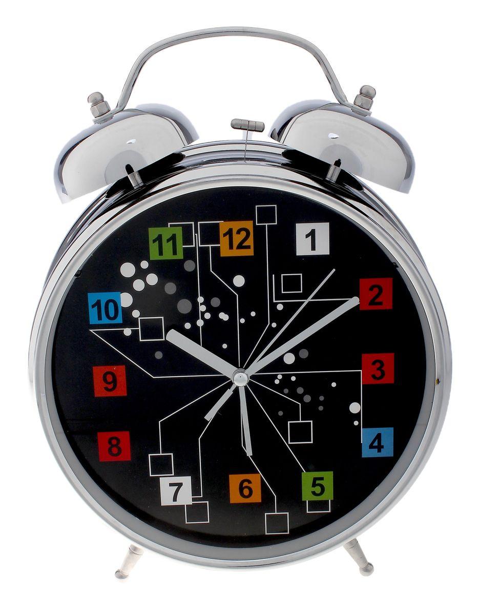Часы-будильник Sima-land Кубики, цвет: черный, серебристый, диаметр 20 смMRC 4119 P schwarzЧасы-будильник Sima-land Кубики - это невероятных размеров устройство, созданное специально для тех, кто с трудом просыпается по утрам!Изделие обладает необычным интересным дизайном. Такой будильник станет изюминкой вашего интерьера.Будильник работает от 3 батареек типа АА 1,5 В (в комплект не входят). На задней панели будильника расположены переключатель включения/выключения механизма, два поворотных рычага для настройки текущего времени и установки будильника, а также кнопка для включения подсветки циферблата.Диаметр циферблата: 20 см.