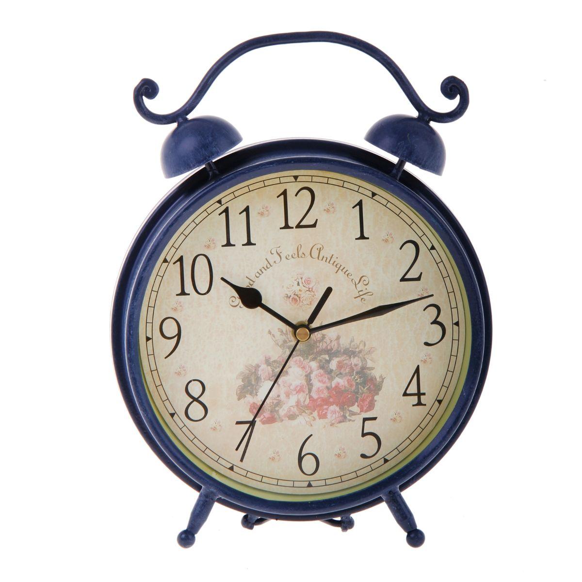 Часы настольные Sima-land, цвет: синий. 67012854 009303Настольные часы Sima-land станут оригинальным элементом декора в доме или офисе. Часы, изготовленные из высококачественного металла и стекла, выполнены в виде будильника. Циферблат круглой формы, имеет крупные арабские цифры. Часы имеют три стрелки - часовую, минутную и секундную. Изделие располагается на металлических ножках.Настольные часы Sima-land станут не только оригинальным украшением стола, но и прекрасным подарком, который обязательно понравится получателю. Часы работают от одной батарейки с напряжением 1,5 V (в комплект не входит).Диаметр циферблата: 18,5 см.Общий размер часов: 20 см х 7,5 см х 26,5 см.