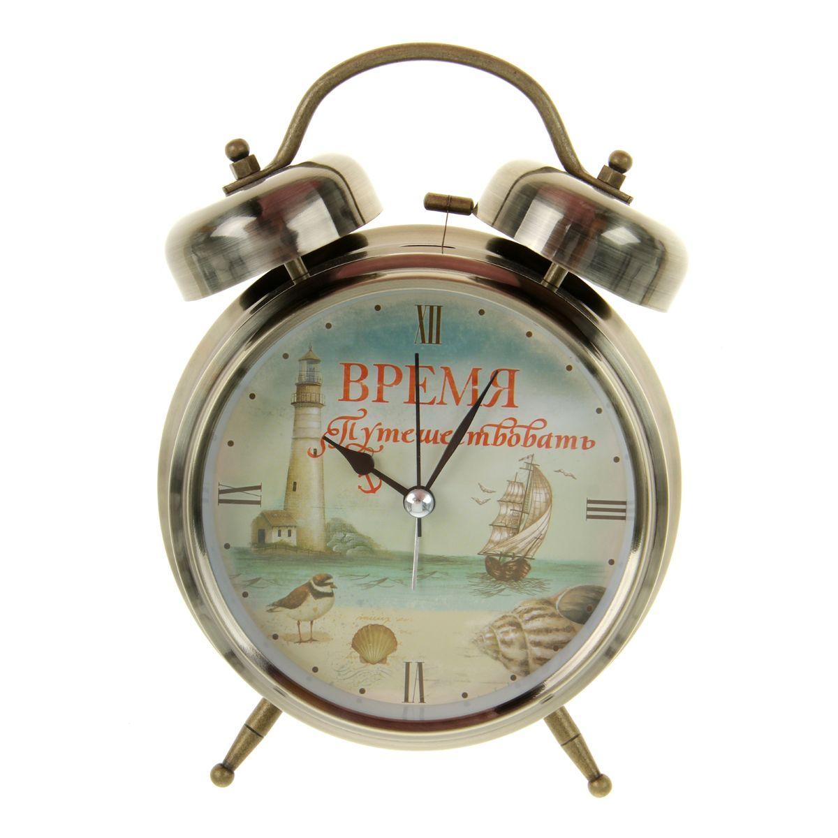 Часы-будильник Sima-land Время путешествоватьVT-6606(BK)Как же сложно иногда вставать вовремя! Всегда так хочется поспать еще хотя бы 5 минут и бывает, что мы просыпаем. Теперь этого не случится! Яркий, оригинальный будильник Sima-land Время путешествовать поможет вам всегда вставать в нужное время и успевать везде и всюду. Будильник украсит вашу комнату и приведет в восхищение друзей. Время показывает точно и будит в установленный час.На задней панели будильника расположены переключатель включения/выключения механизма, а также два колесика для настройки текущего времени и времени звонка будильника. Также будильник оснащен кнопкой, при нажатии и удержании которой, подсвечивается циферблат. Будильник работает от 1 батарейки типа C напряжением 1,5V (не входит в комплект).