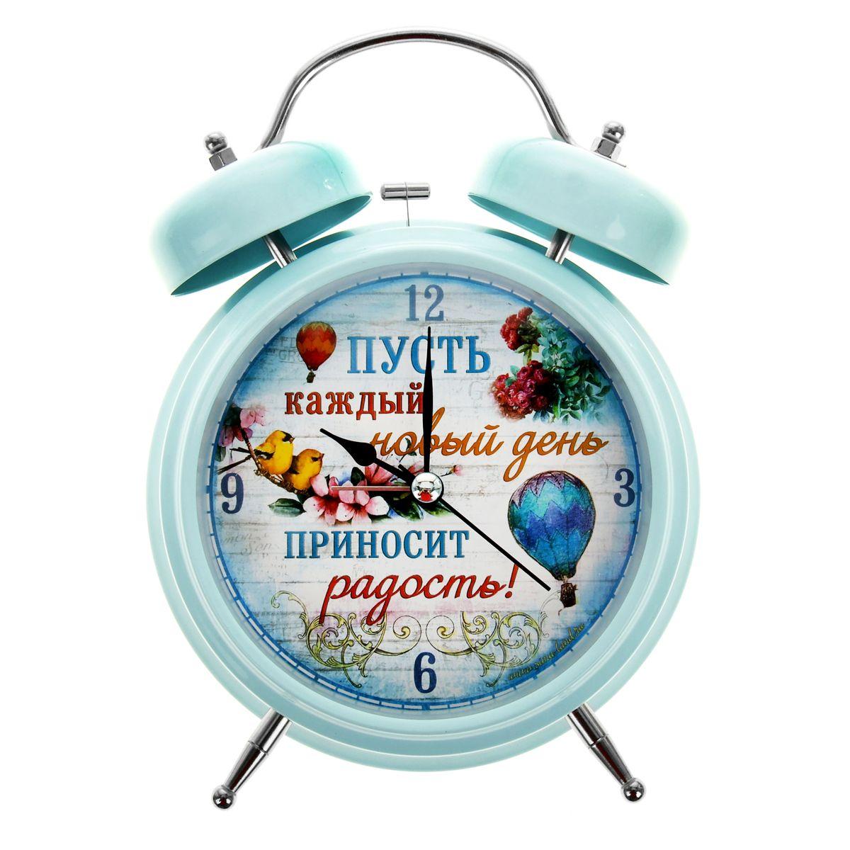 Часы-будильник Sima-land Каждый день приносит радость!, диаметр 15 смMRC 4119 P schwarzКак же сложно иногда вставать вовремя! Всегда так хочется поспать еще хотя бы 5 минут и бывает, что мы просыпаем. Теперь этого не случится! Яркий, оригинальный будильник Sima-land Каждый день приносит радость! поможет вам всегда вставать в нужное время и успевать везде и всюду.Корпус будильника выполнен из металла. Циферблат оформлен ярким рисунком и надписью: Пусть каждый новый день приносит радость!. Часы снабжены 4 стрелками - секундной, минутной, часовой и для будильника. На задней панели будильника расположен переключатель включения/выключения механизма, а также два колесика для настройки текущего времени и времени звонка будильника.Пользоваться будильником очень легко: нужно всего лишь поставить батарейку, настроить точное время и установить время звонка будильника. Будильник работает от 1 батарейки типа С (не входит в комплект).