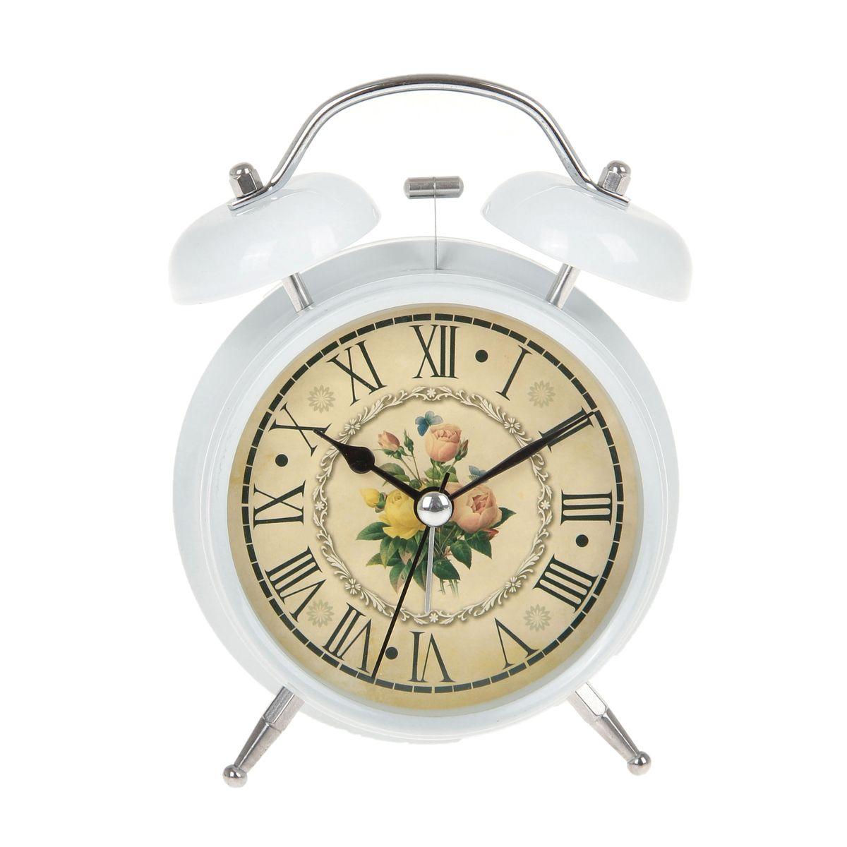 Часы-будильник Sima-land Цветы. 720837VT-3527(BK)Как же сложно иногда вставать вовремя! Всегда так хочется поспать еще хотя бы 5 минут и бывает, что мы просыпаем. Теперь этого не случится! Яркий, оригинальный будильник Sima-land Цветы поможет вам всегда вставать в нужное время и успевать везде и всюду.Корпус будильника выполнен из металла. Циферблат оформлен изображением цветов. Часы снабжены 4 стрелками (секундная, минутная, часовая и для будильника). На задней панели будильника расположен переключатель включения/выключения механизма, а также два колесика для настройки текущего времени и времени звонка будильника. Изделие снабжено подсветкой, которая включается нажатием на кнопку с задней стороны корпуса.Пользоваться будильником очень легко: нужно всего лишь поставить батарейку, настроить точное время и установить время звонка. Необходимо докупить 1 батарейку типа АА (не входит в комплект).