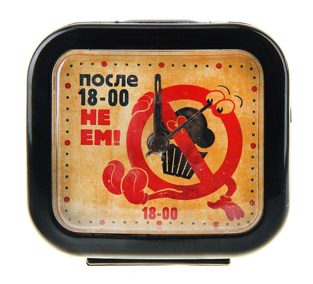 Часы-будильник Sima-land После шести не емMRC 4142 schwarzКак же сложно иногда вставать вовремя! Всегда так хочется поспать еще хотя бы 5 минут и бывает, что мы просыпаем. Теперь этого не случится! Яркий, оригинальный будильник Sima-land После шести не ем поможет вам всегда вставать в нужное время и успевать везде и всюду. Будильник украсит вашу комнату и приведет в восхищение друзей. Время показывает точно и будит в установленный час.На верхней панели будильника расположен переключатель включения/выключения механизма, на задней панели расположено два колесика для настройки текущего времени и времени звонка будильника.Будильник работает от 1 батарейки типа AA напряжением 1,5V (не входит в комплект).