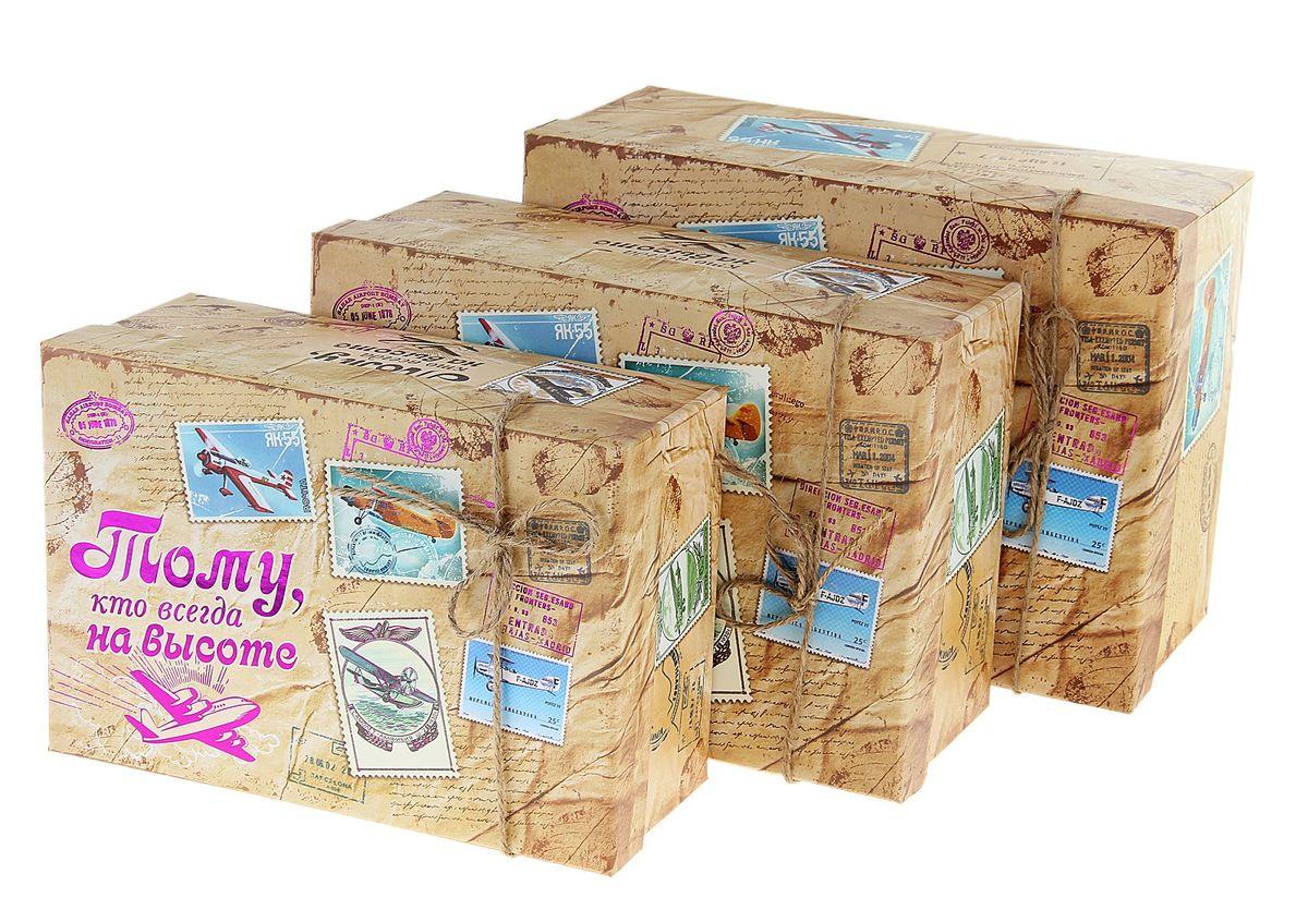 Набор подарочных коробок Sima-land Тому, кто на высоте, 3 шт55052Набор Sima-land Тому кто на высоте состоит из 3 подарочных коробок разного размера, выполненных из плотного картона. Крышка оформлена ярким изображением и надписью Тому, кто всегда на высоте.Подарочная коробка - это наилучшее решение, если вы хотите порадовать вашихблизких и создать праздничное настроение, ведь подарок, преподнесенный воригинальной упаковке, всегда будет самым эффектным и запоминающимся.Окружите близких людей вниманием и заботой, вручив презент в нарядном,праздничном оформлении. Размер большой коробки: 18 см х 25 см х 11 см.Размер средней коробки: 16 см х 23 см х 10 см.Размер маленькой коробки: 14,5 см х 21 см х 8,5 см.