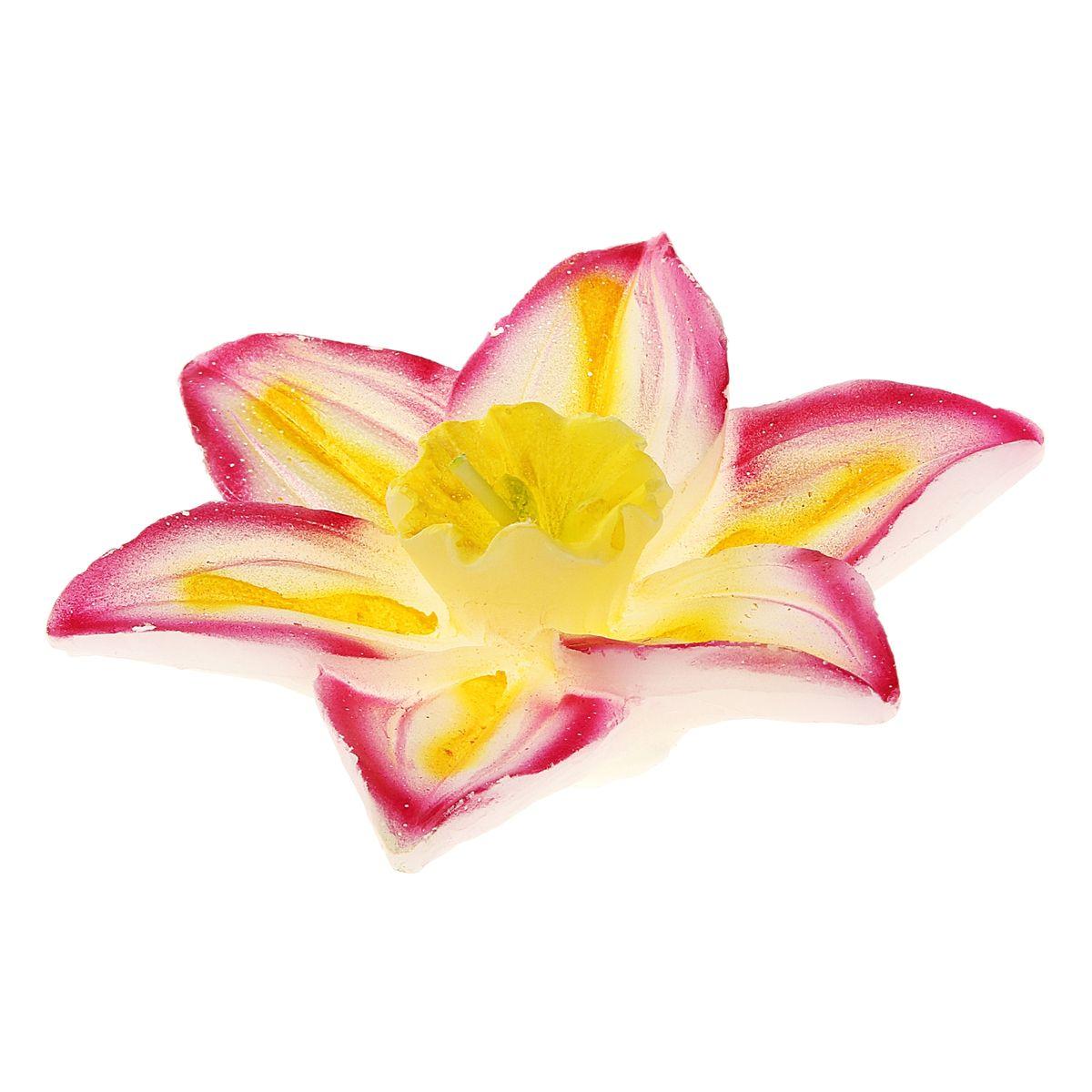 Свеча Sima-land Лилия, плавающая, 10 х 10 х 3 см 82924712723Плавающая свеча Sima-land Лилия выполнена из воска и виде цветка лилии. Такая свеча станет не только украшением любого интерьера, но и отличным подарком.Свеча Sima-land Лилия создаст незабываемую атмосферу, будь то торжество, романтический вечер или будничный день. Опускайте свечу в красивую хрустальную вазу с водой, зажгите и любуйтесь.Размер свечи: 10 см х 10 см х 3 см.