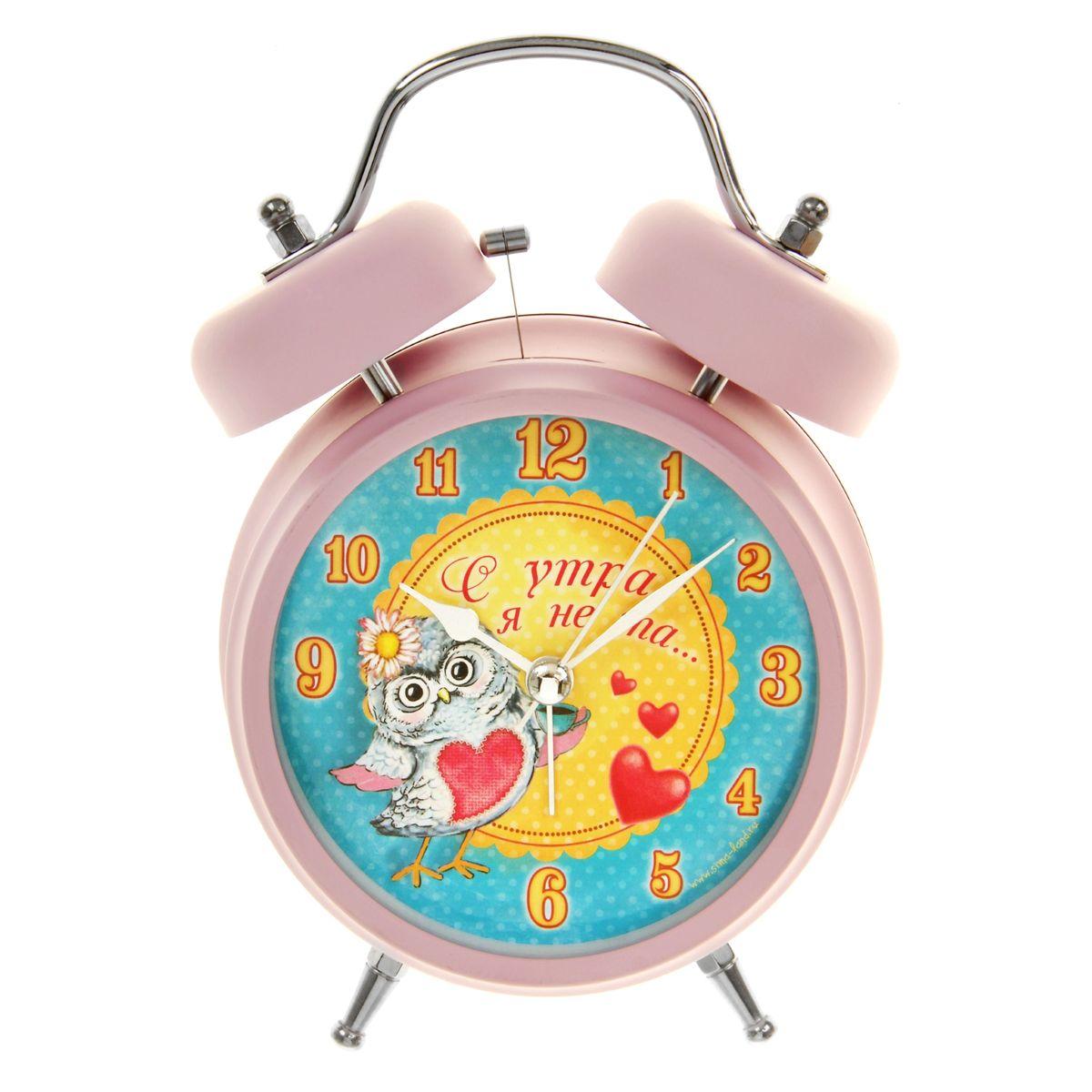 Часы-будильник Sima-land С утра я не та...RRM116-gКак же сложно иногда вставать вовремя! Всегда так хочется поспать еще хотя бы 5 минут и бывает, что мы просыпаем. Теперь этого не случится! Яркий, оригинальный будильник Sima-land С утра я не та... поможет вам всегда вставать в нужное время и успевать везде и всюду.Корпус будильника выполнен из металла. Циферблат оформлен изображением совы и надписью: С утра я не та..., имеет индикацию арабскими цифрами. Часы снабжены 4 стрелками (секундная, минутная, часовая и для будильника). На задней панели будильника расположен переключатель включения/выключения механизма, а также два колесика для настройки текущего времени и времени звонка будильника.Пользоваться будильником очень легко: нужно всего лишь поставить батарейки, настроить точное время и установить время звонка. Необходимо докупить 2 батарейки типа АА напряжением 1,5V (не входят в комплект).