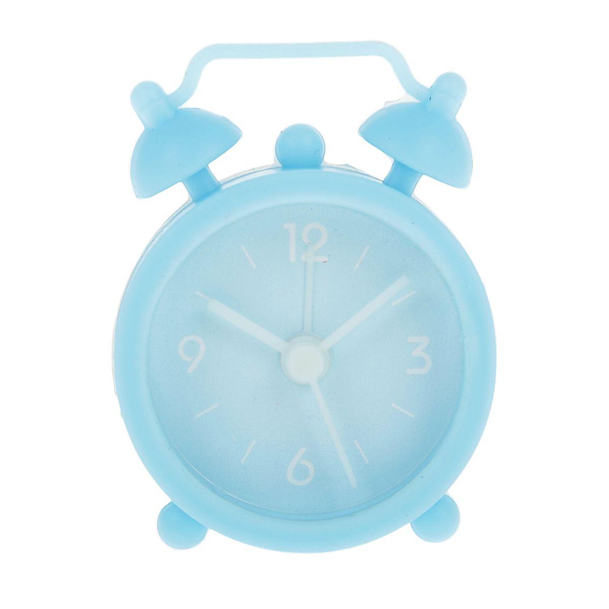 Часы-будильник Sima-land, цвет: голубой. 840940N-08Как же сложно иногда вставать вовремя! Всегда так хочется поспать еще хотя бы 5 минут и бывает, что мы просыпаем. Теперь этого не случится! Яркий, оригинальный будильник Sima-land поможет вам всегда вставать в нужное время и успевать везде и всюду. Будильник украсит вашу комнату и приведет в восхищение друзей. Эта уменьшенная версия привычного будильника умещается на ладони и работает так же громко, как и привычные аналоги. Время показывает точно и будит в установленный час. Благодаря мягкому силиконовому корпусу изделие не получит повреждений даже при падении. На задней панели будильника расположены переключатель включения/выключения механизма, а также два колесика для настройки текущего времени и времени звонка будильника.Будильник работает от 1 батарейки типа LR44 (входит в комплект).