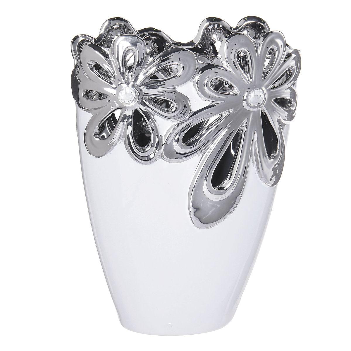 Ваза Sima-land Цветочная иллюзия, цвет: белый, высота 24,5 смFS-91909Ваза Sima-land Цветочная иллюзия, изготовленная из высококачественной керамики, оформлена объемнымиизображениями цветов и декорирована стразами. Дно изделия оснащено нескользящими накладками. Интереснаяформа и необычное оформление сделают эту вазу замечательным украшением интерьера. Она предназначенакак для живых, так и для искусственных цветов. Любое помещение выглядит незавершенным без правильно расположенных предметовинтерьера. Они помогают создать уют, расставить акценты, подчеркнуть достоинства или скрытьнедостатки.