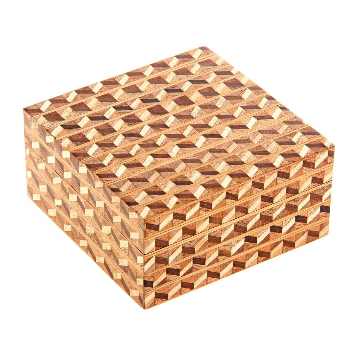 Шкатулка Sima-land Паркет, 13 см х 13 см х 6,5 смFS-80299Шкатулка Sima-land Паркет изготовлена из дерева - натурального материала, словно пропитанного теплом яркого солнца. Изделие украшено узором. Внутри одно отделение. Такая шкатулка - не простой сувенир. Ее функция не только декоративная, но и сугубо практическая - служить удобным и надежным местом для хранения самых разных мелочей. Разумеется, особо неравнодушны к этим элегантным предметам интерьера женщины. Мастерицы кладут в шкатулки швейные и рукодельные принадлежности. Модницы и светские львицы - любимые украшения и аксессуары. И, конечно, многие представительницы прекрасного пола хранят в шкатулках, убранных в укромный уголок, какие-то памятные знаки: фотографии, старые письма, сувениры, напоминающие о важных событиях и особо счастливых моментах, сухие лепестки роз и другие небольшие сокровища.
