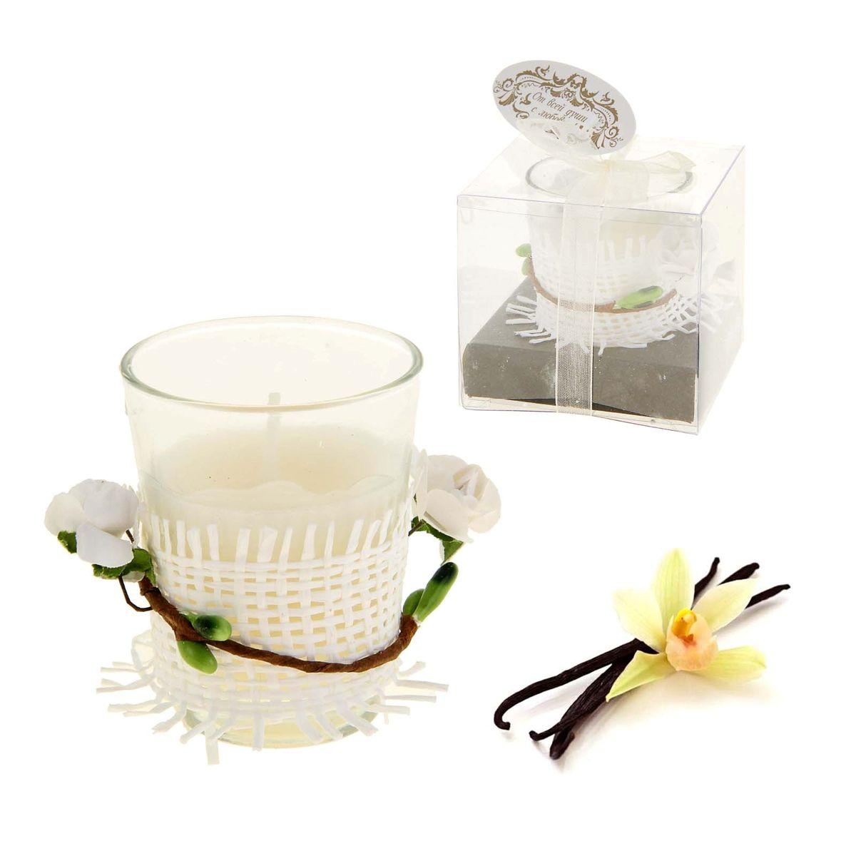 Свеча ароматизированная Sima-land Влечение. Ваниль, высота 6 смU210DFАроматизированная свеча в стеклянном стакане Sima-land Влечение. Ваниль выполнена из высококачественного цветного воска. Стакан украшен декоративными бумажными цветами.Изделие отличается оригинальным дизайном и приятным ароматом ванили.Такая свеча может стать отличным подарком или дополнить интерьер вашей комнаты.
