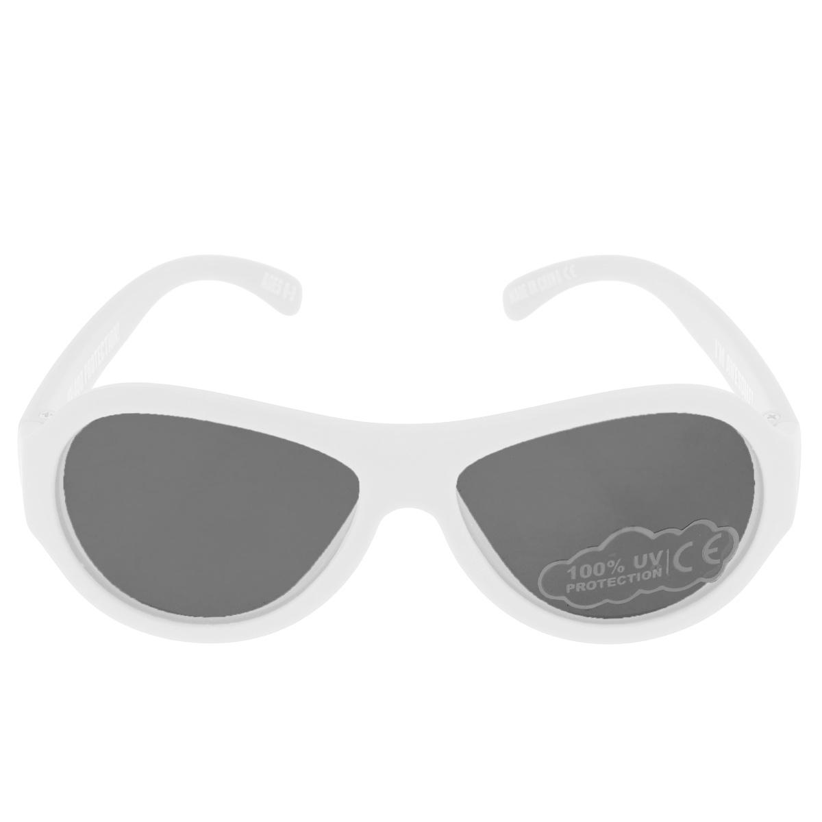 Детские солнцезащитные очки Babiators Шалун (Wicked), цвет: белый, 0-3 летINT-06501Вы делаете все возможное, чтобы ваши дети были здоровы и в безопасности. Шлемы для езды на велосипеде, солнцезащитный крем для прогулок на солнце... Но как насчёт влияния солнца на глаза вашего ребёнка? Правда в том, что сетчатка глаза у детей развивается вместе с самим ребёнком. Это означает, что глаза малышей не могут отфильтровать УФ-излучение. Проблема понятна - детям нужна настоящая защита, чтобы глазки были в безопасности, а зрение сильным.Каждая пара солнцезащитных очков Babiators для детей обеспечивает 100% защиту от UVA и UVB. Прочные линзы высшего качества не подведут в самых сложных переделках. В отличие от обычных пластиковых очков, оправа Babiators выполнена из гибкого прорезиненного материала, что делает их ударопрочными, их можно сгибать и крутить - они не сломаются и вернутся в прежнюю форму. Не бойтесь, что ребёнок сядет на них - они всё выдержат. Будьте уверены, что очки Babiators созданы безопасными, прочными и классными, так что вы и ваш ребенок можете приступать к своим приключениям!